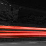 Nackte Frau rennt Saunameister auf Saunaparty hinterher