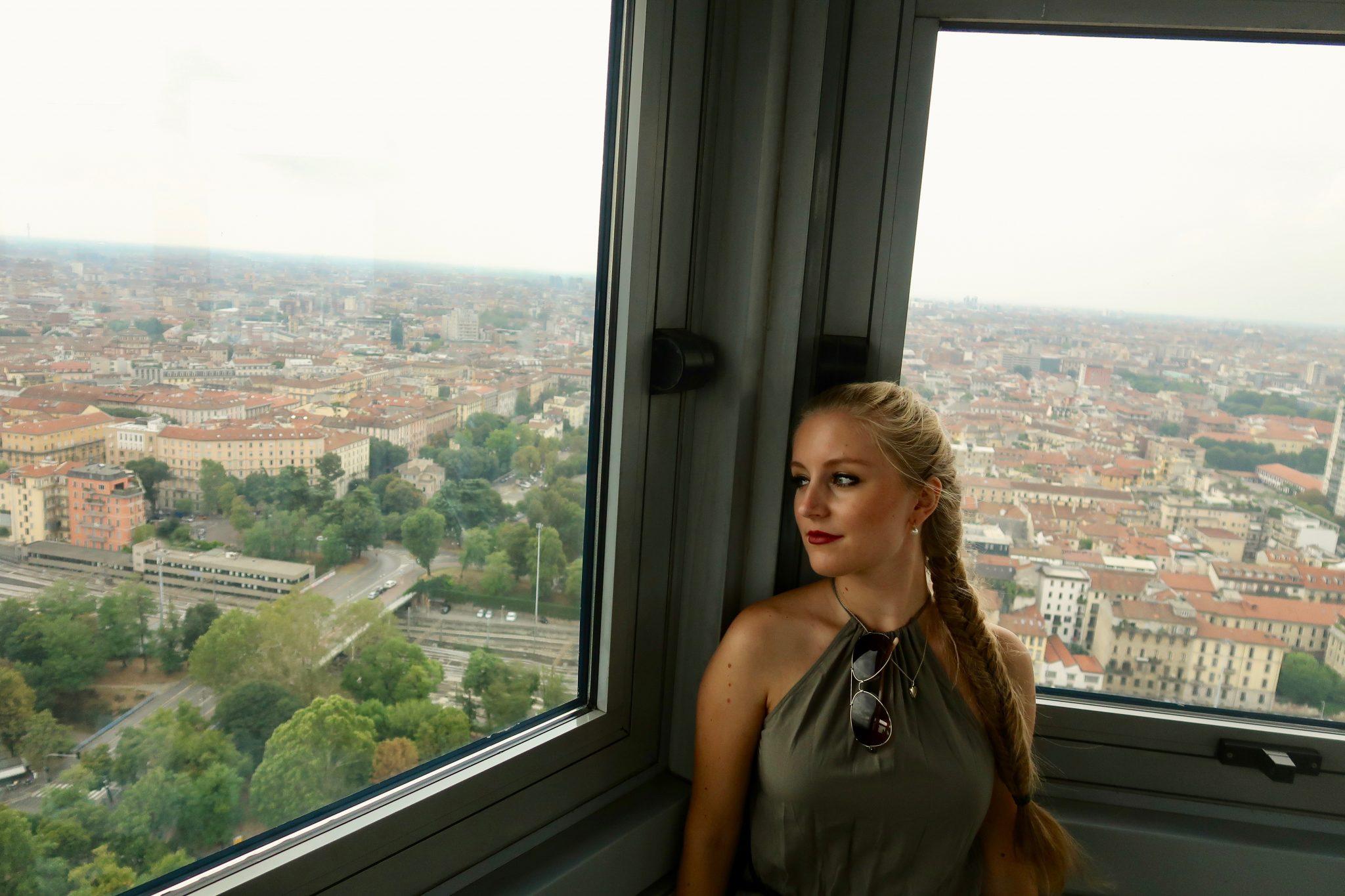 Mailand: Aussichtsturm Torre Branca (der einzige Nachteil ist, dass du dort oben nur 5 - 6 Minuten bleiben darfst)