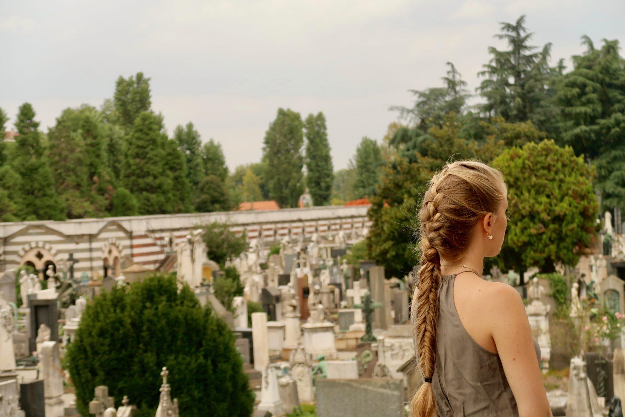 Mailand: Cimitero Monumentale (wenn du hier her kommst, sei dir bewusst, dass du auf einen sehr großen Friedhof gehst. Verhalte dich dementsprechend und ehre die Toten)