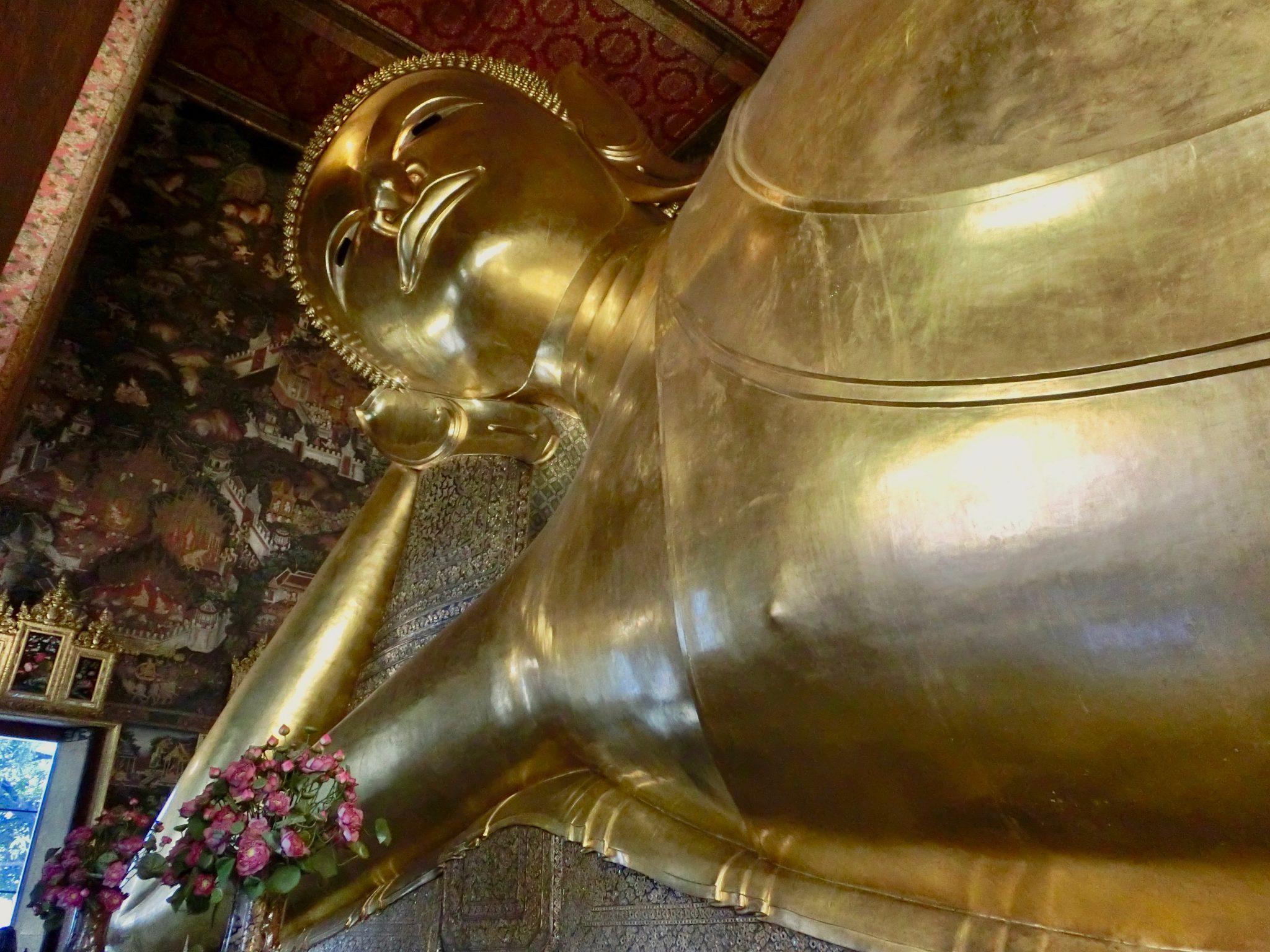 Thailand, Bangkok: Wat Pho (das wahrscheinlich beliebteste Fotomotiv im gesamten Tempelgelände ist der45 Meter lange, vergoldete, liegende Buddha)