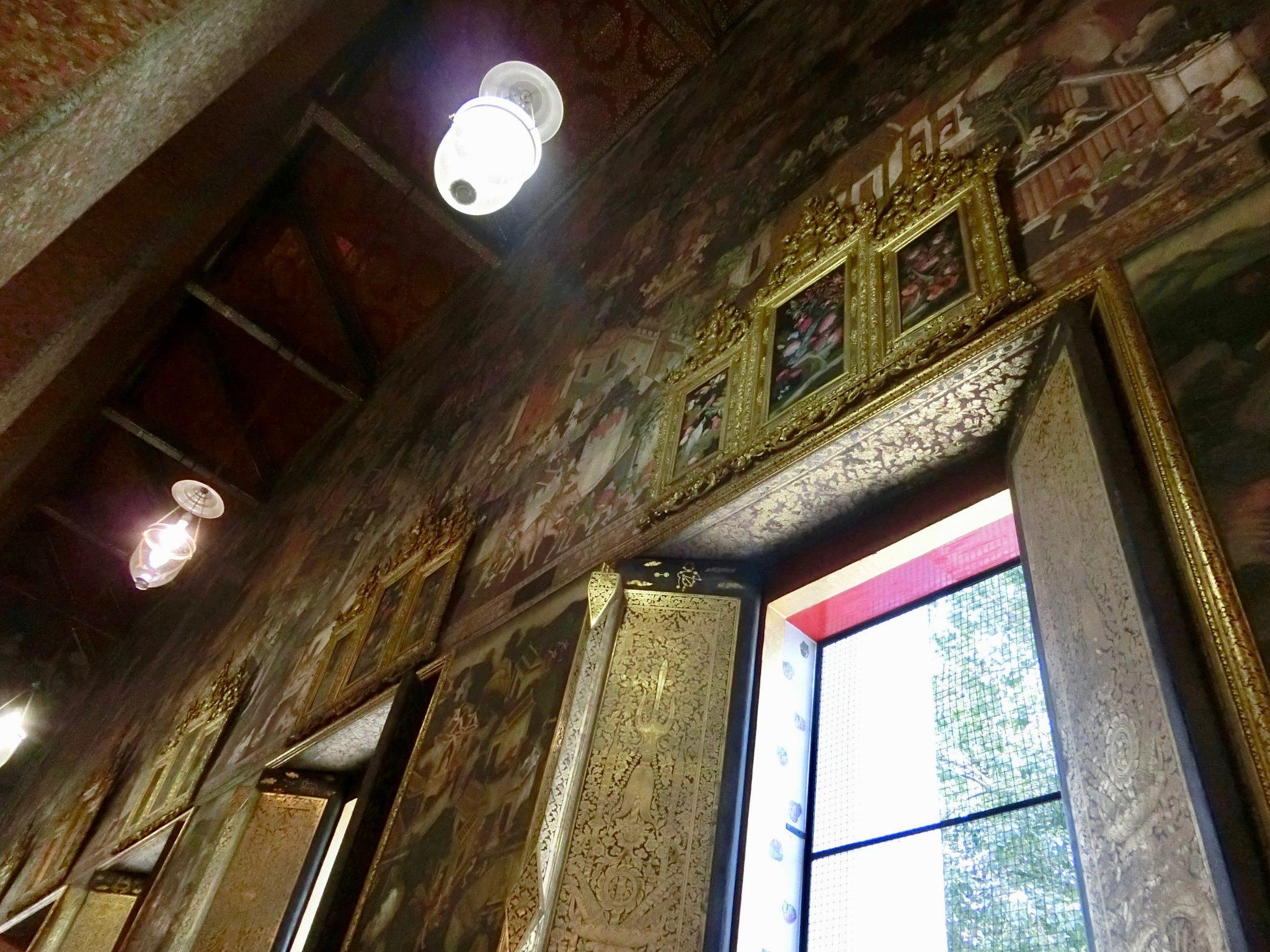 Thailand, Bangkok: Wat Pho, das Leben Buddhas ist an den Wänden dargestellt