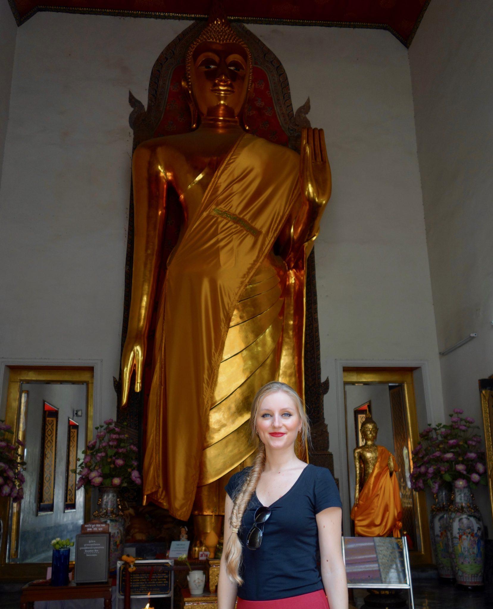 Thailand, Bangkok: Wat Pho, ein stehender Buddha & eine stehende Vanessa ;)