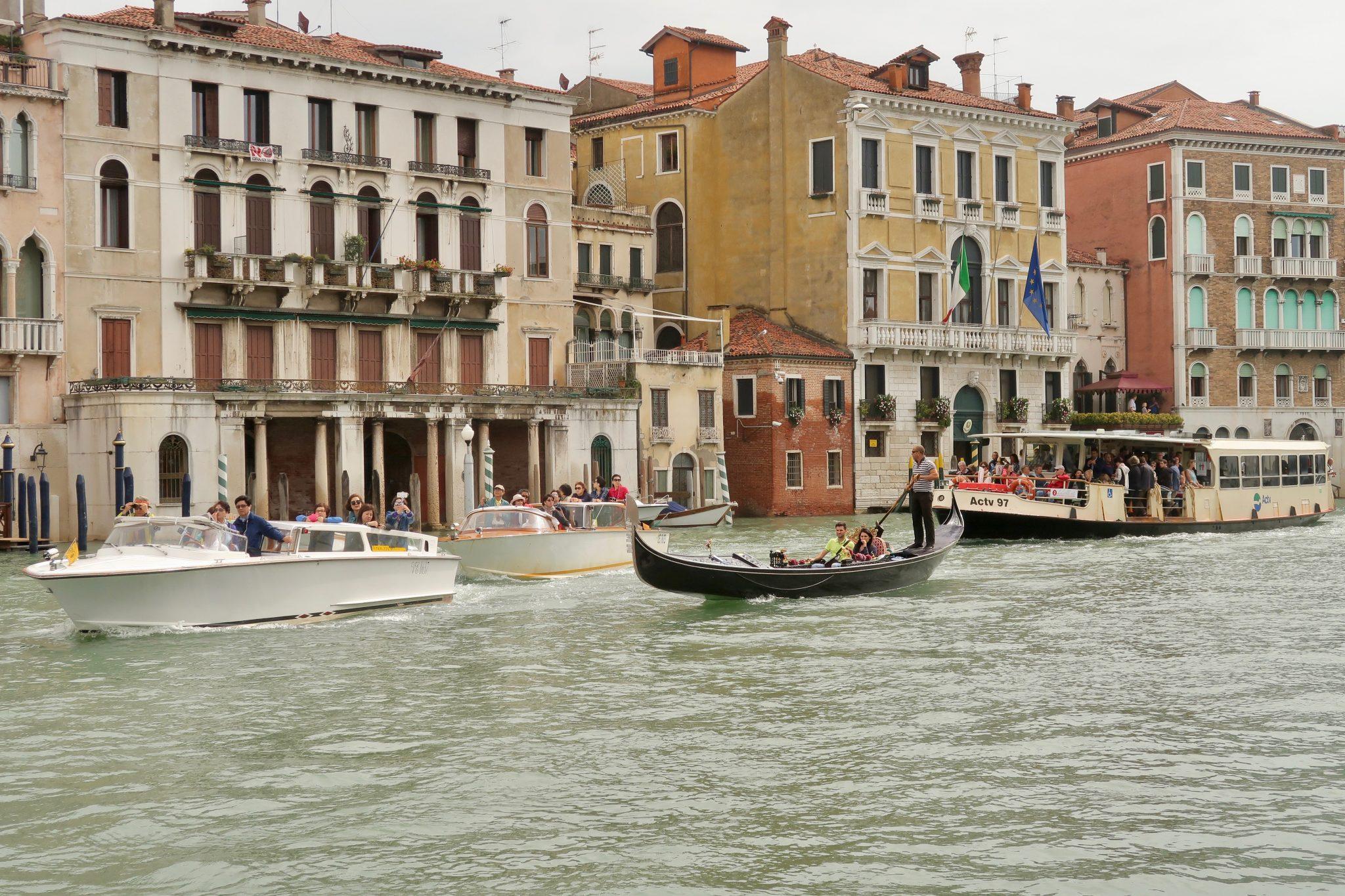 Venedig: Auf dem Canal Grande herrscht immer sehr viel Betrieb...