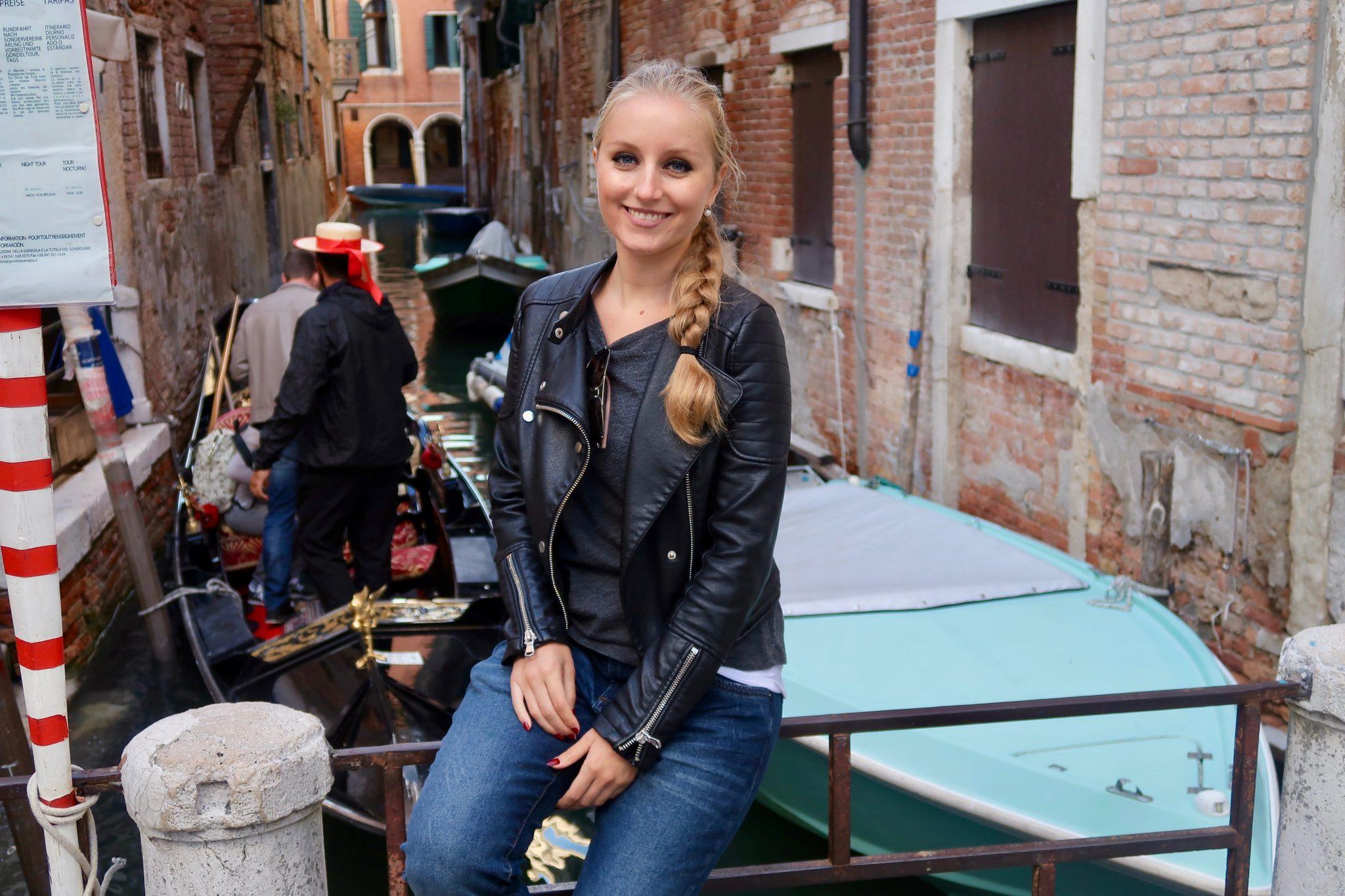 Venedig: Sehr viele Gondeln sind trotz der hohen Preise ständig im Einsatz