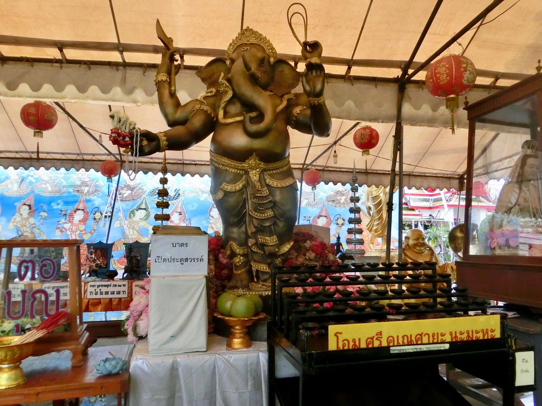 Thailand, Bangkok: Souvenirläden am Tempel Wat Arun