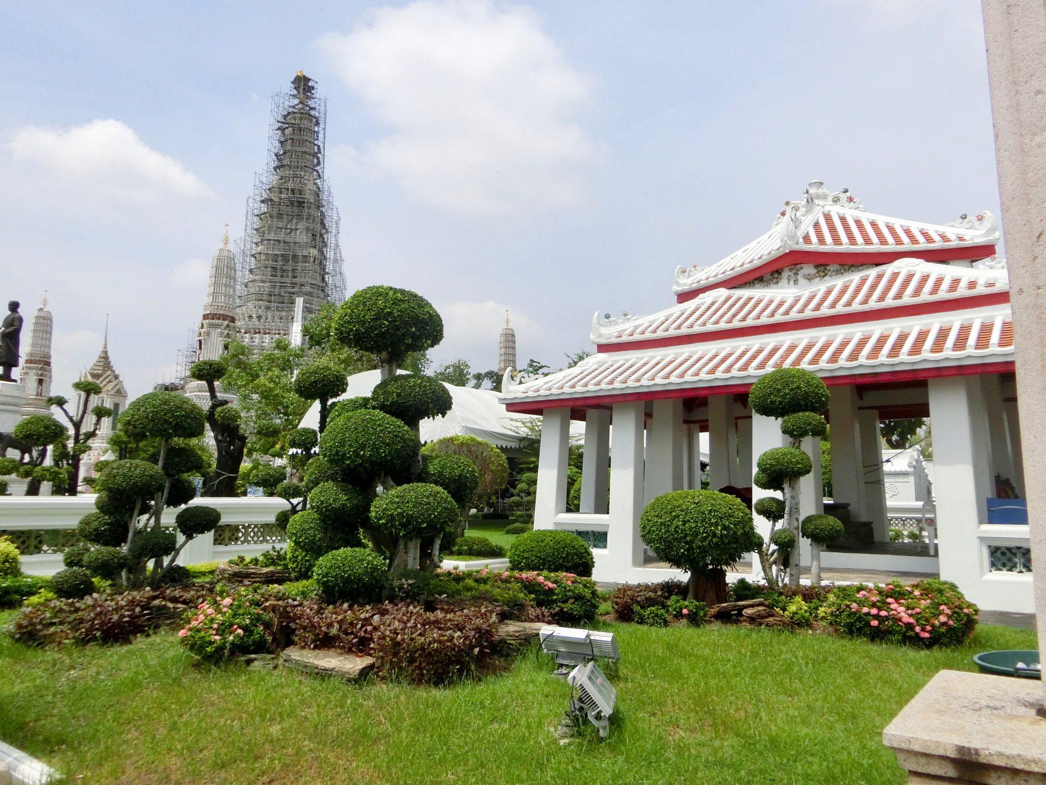 Thailand, Bangkok: Bonsaigarten im Tempelgelände vom Wat Arun