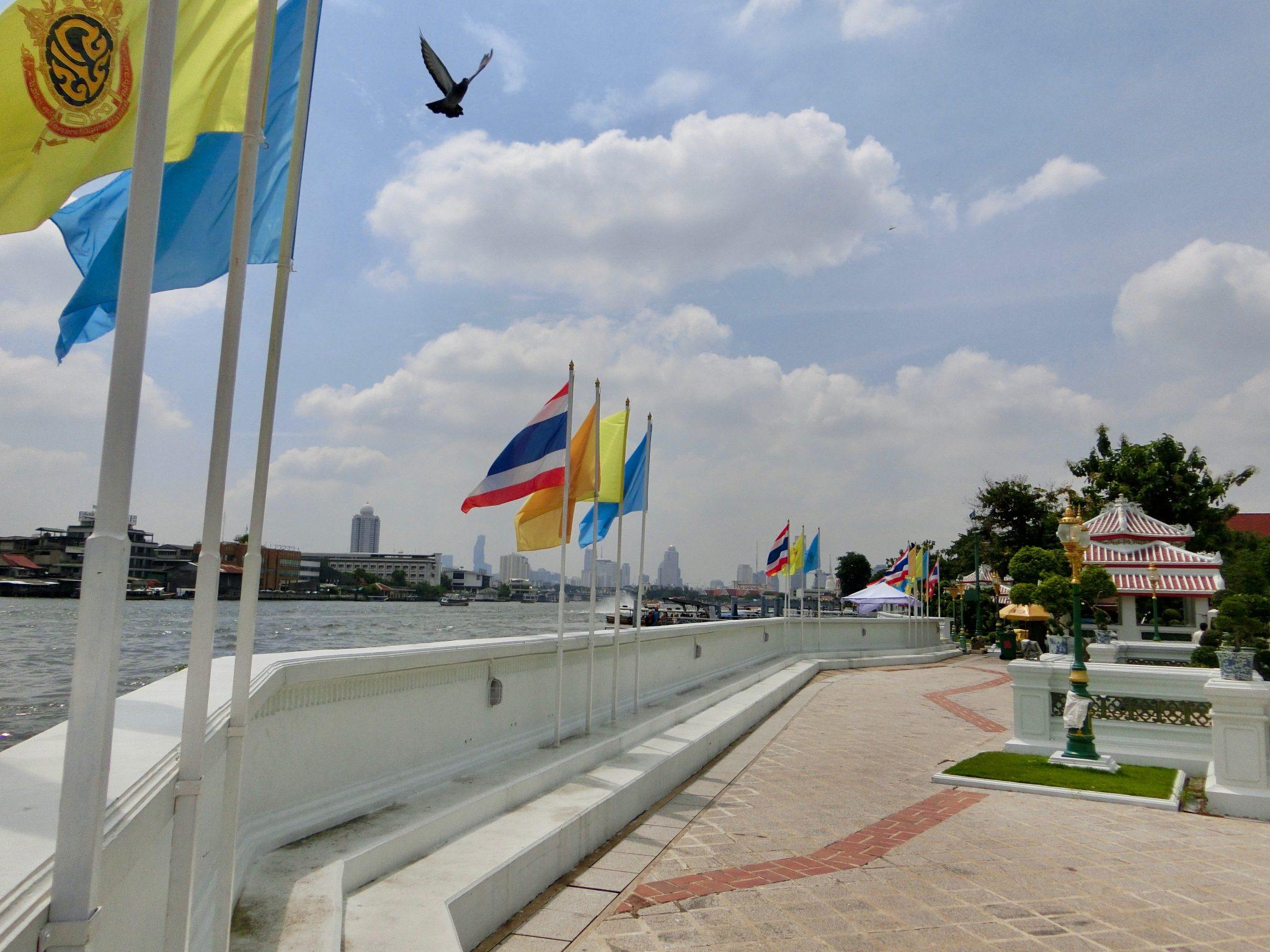 Thailand, Bangkok: der Fluss ist direkt am Tempel Wat Arun