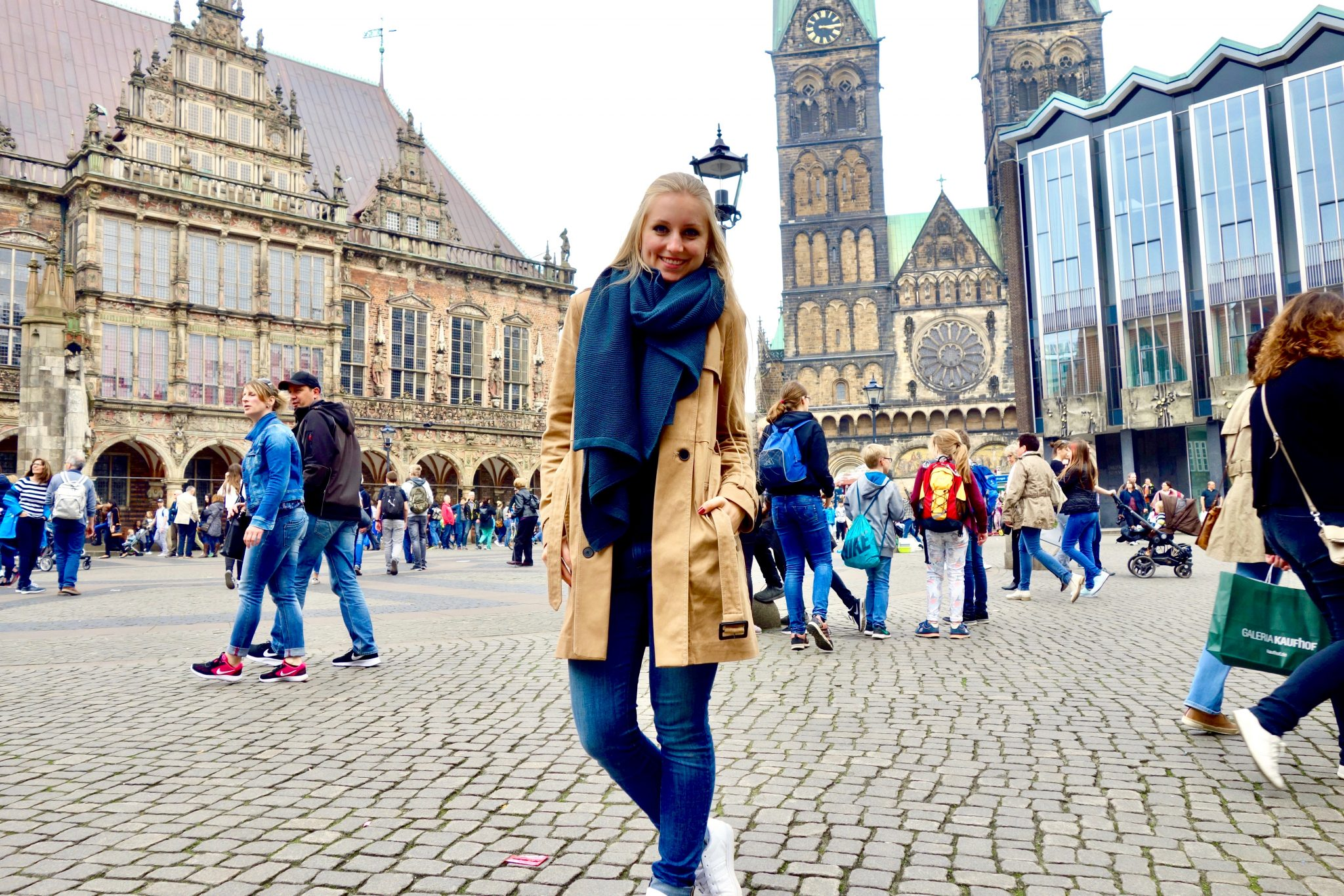 Bremen: Links von mir befindet sich das historische Rathaus!