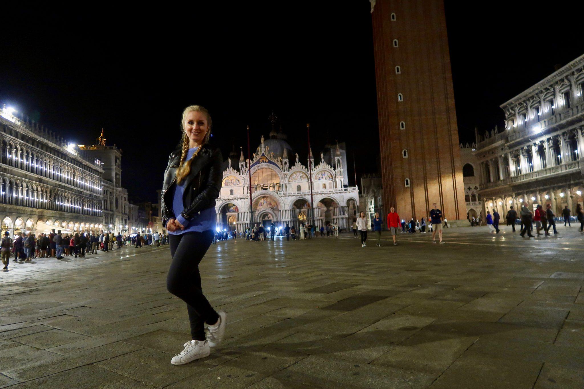 Venedig: Der Markusplatz bei Nacht hat etwas Magisches, was an der wunderschönen Musik liegen kann...