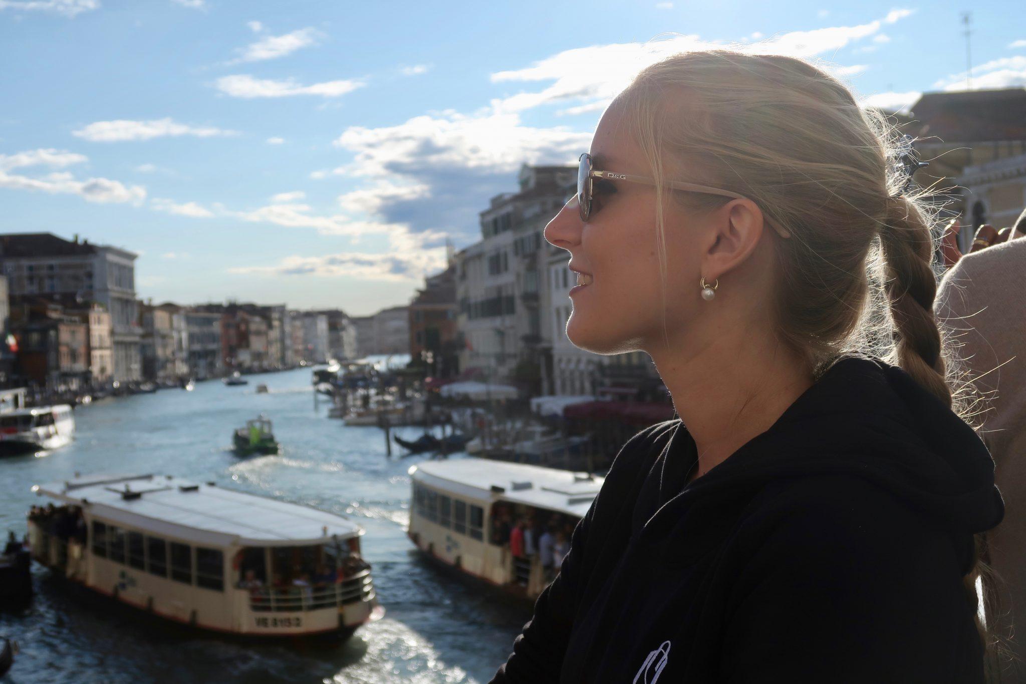 Venedig: von der Rialtobrücke aus hast du den besten Blick auf den Gran Canal