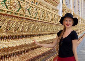 Thailand, Bangkok: wunderschöne Ausschmückungen im Tempel Wat Arun