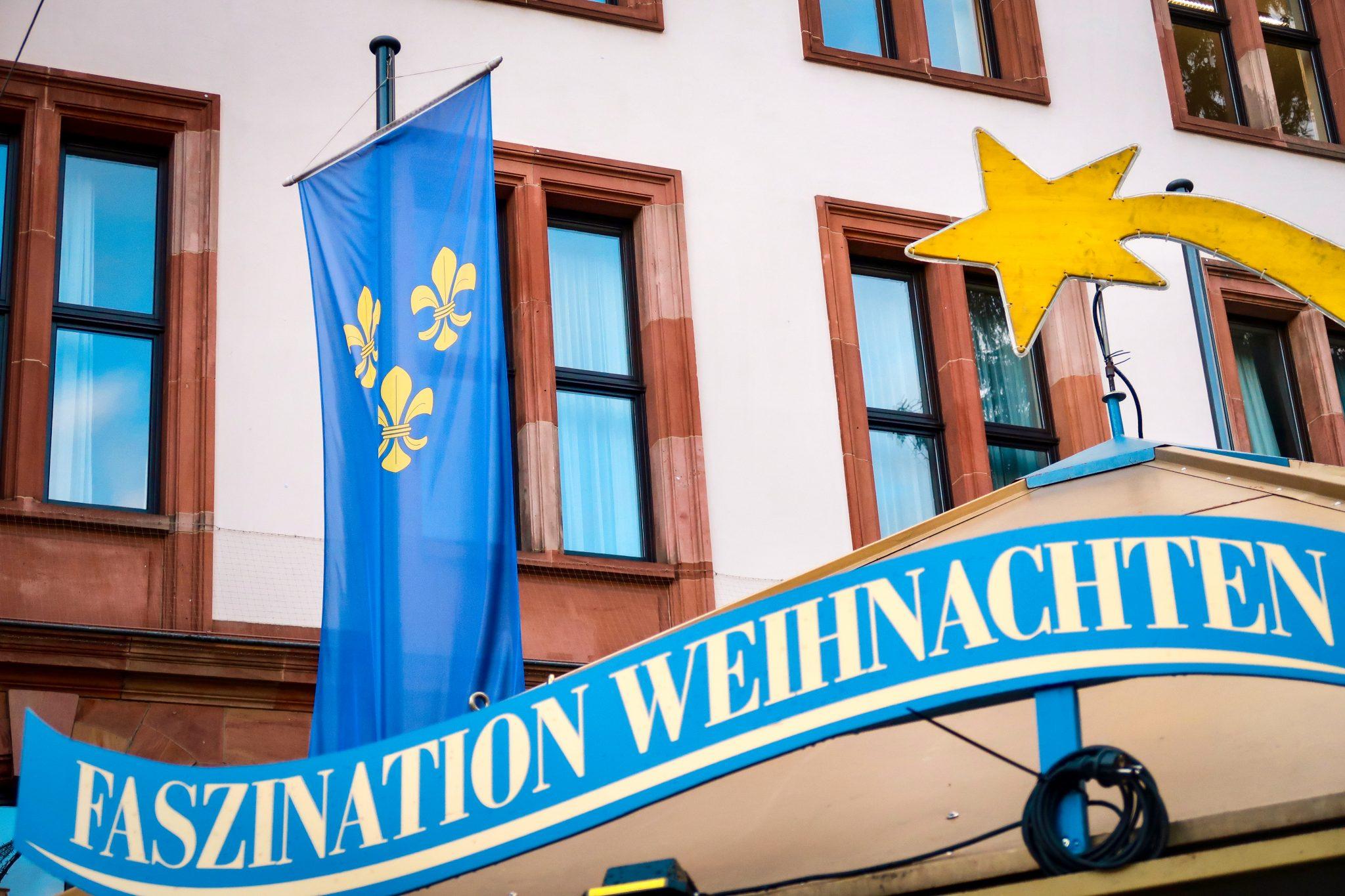 Wiesbaden, Sternschnuppenmarkt: Das Lilchen ist das Markenzeichen des Wiesbadener Weihnachtsmarktes