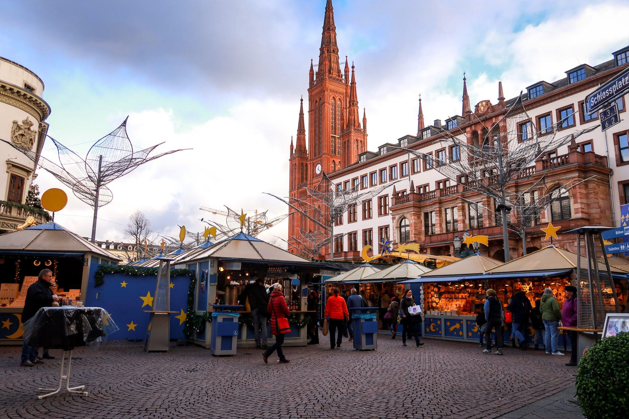Wiesbaden, Sternschnuppenmarkt: Ich hoffe, dir hat der Blogpost gefallen und du wirst den Sternschnuppenmarkt besuchen. Lass es mich in den Kommentaren wissen, ich würde mich freuen.