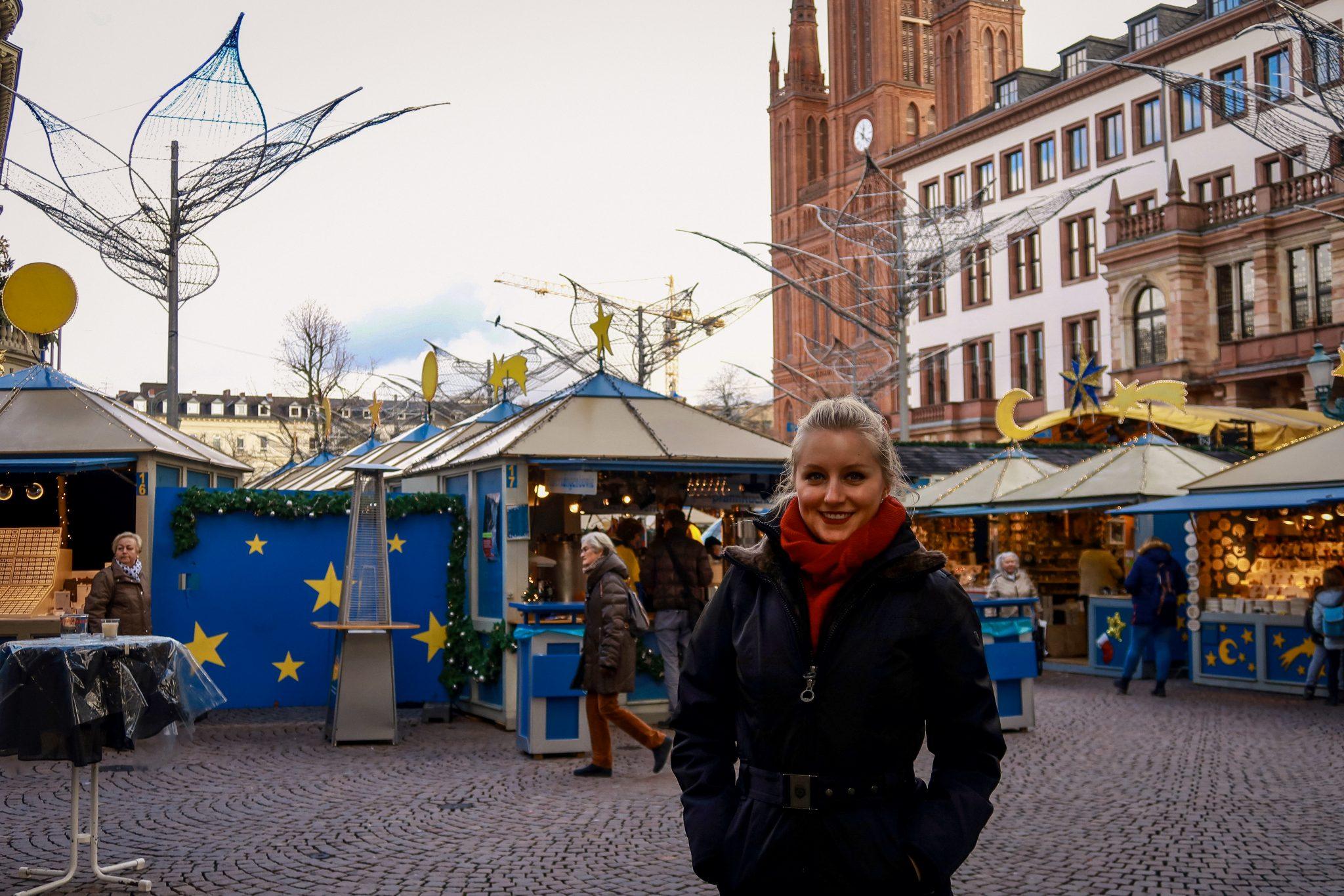 Wiesbaden, Sternschnuppenmarkt: Auf dem Schlossplatz zwischen dem Hessischen Landtag und dem Rathaus sowie rund um die Marktkirche findet er statt.
