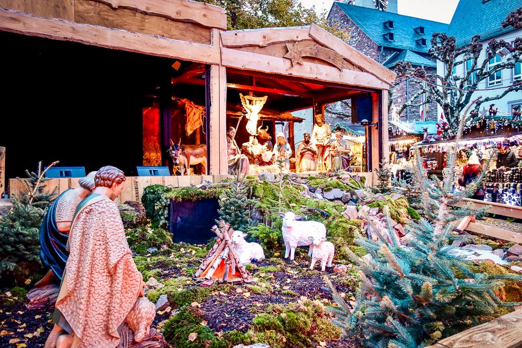Rüdesheim, Weihnachtsmarkt der Nationen: Die Krippe ist eine der schönsten, die ich bisher gesehen habe. Sehr viel Mühe und Arbeit müssen dahinter stecken. Danke!