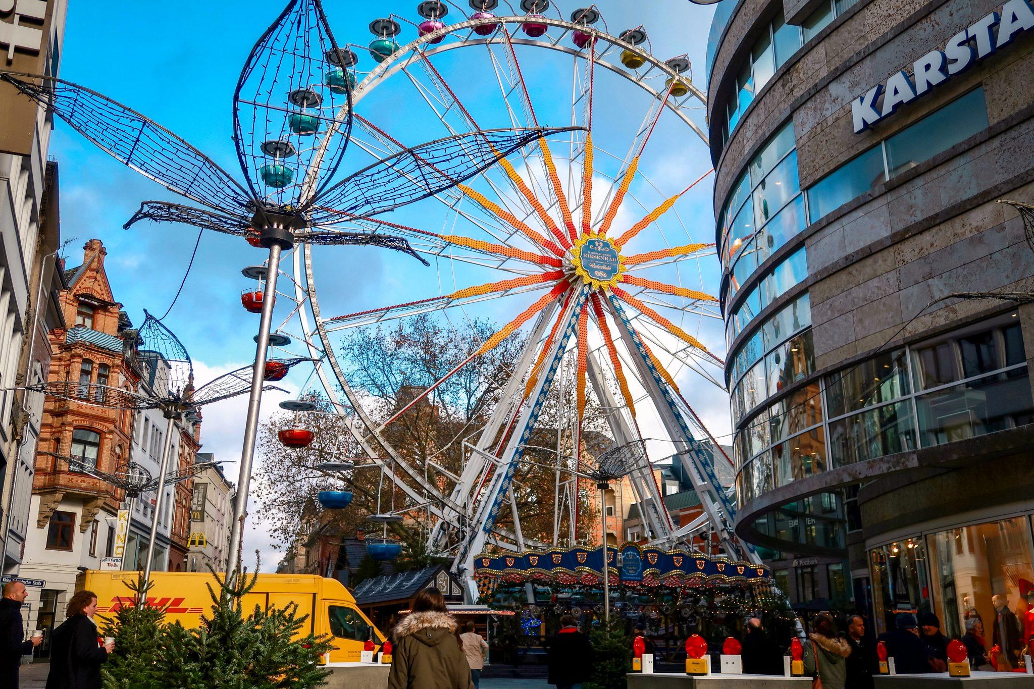 Wiesbaden, Sternschnuppenmarkt: 45 Meter hohes Riesenrad