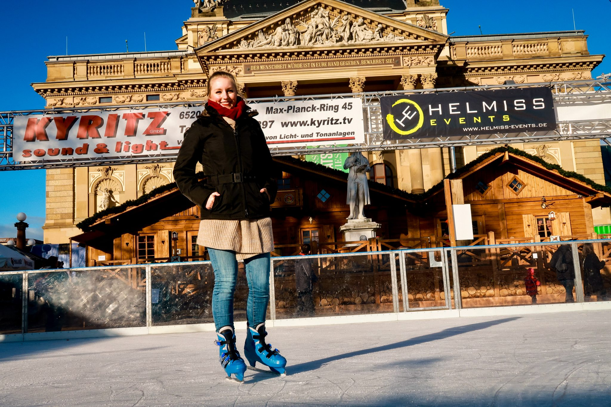 Wiesbaden, Sternschnuppenmarkt: Matthias und ich hatten sehr viel Spaß auf der Schlittschuhbahn und niemand von uns ist hingefallen. Ein Traum! Keine blauen Flecke, nur Spaß!