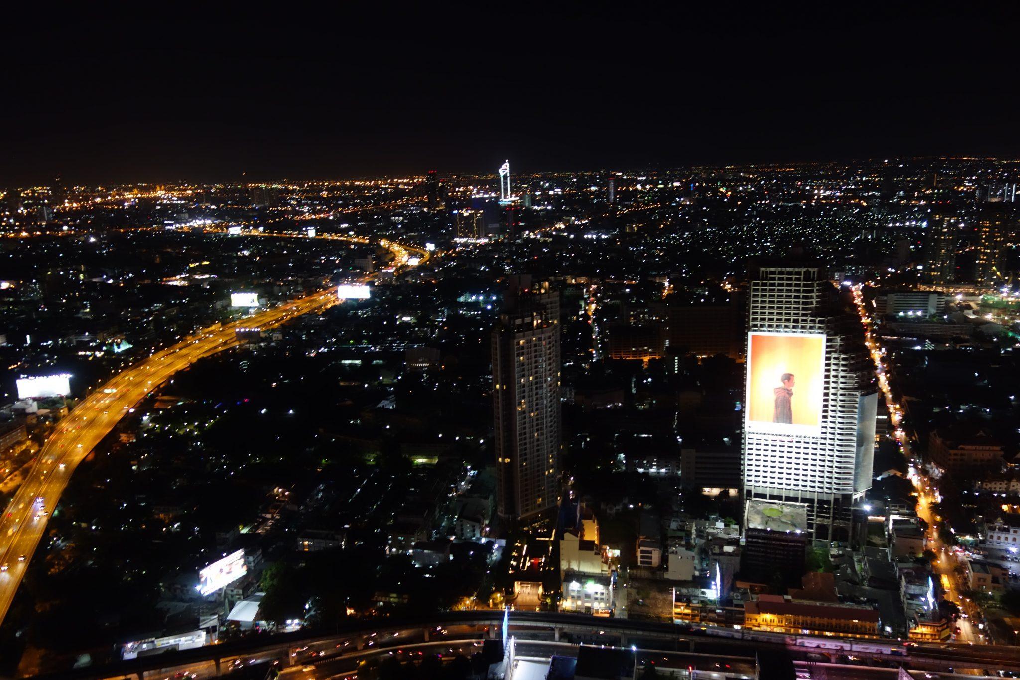 "Thailand, Bangkok: Aussicht von der berühmten ""Hangover"" Skybar"