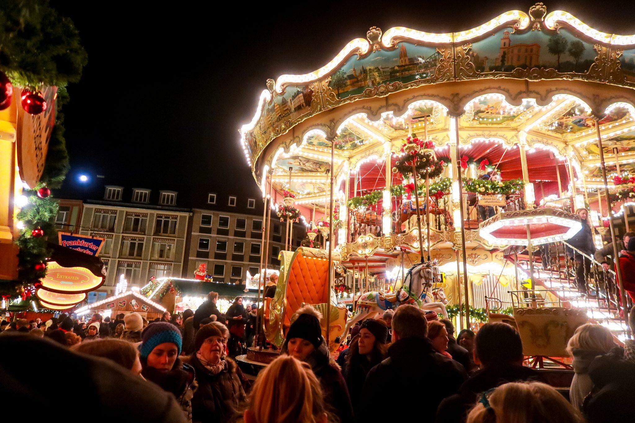 Auch in Frankfurt steht ein historisches Karussell. Einfach herrlich!