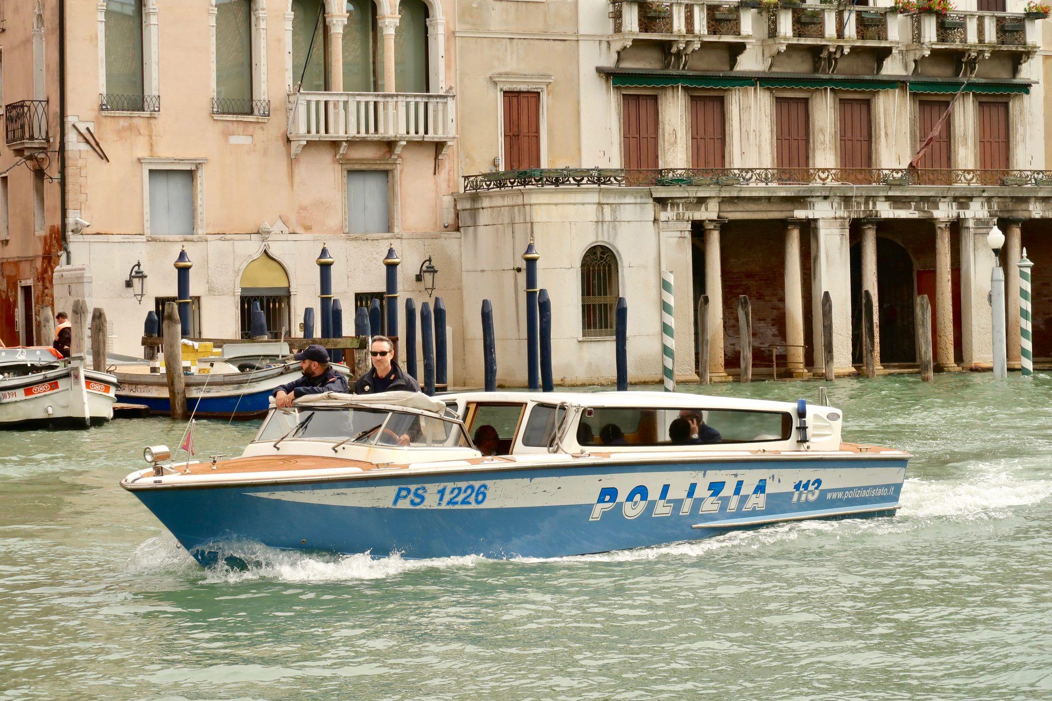 Venedig, Polizei - Streifenwagen: auch Deutschland besitzt eine Wasserpolizei, das hat mich dann doch nicht allzu verwundert.