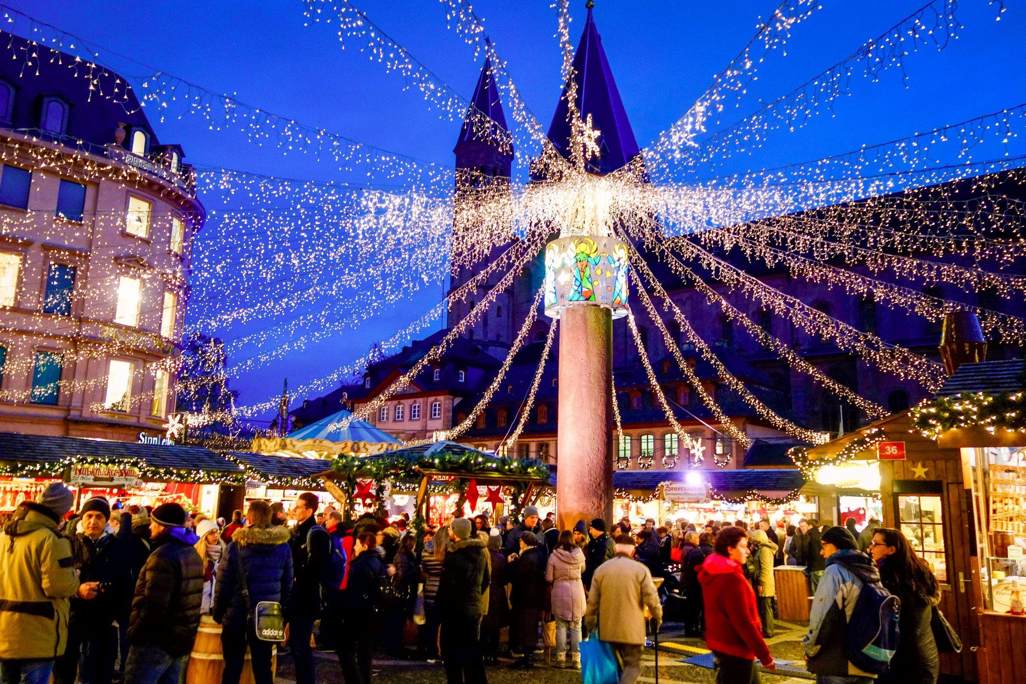 Mainzer Weihnachtsmarkt: Ein großes Highlight des Marktes ist für mich diese Beleuchtung!