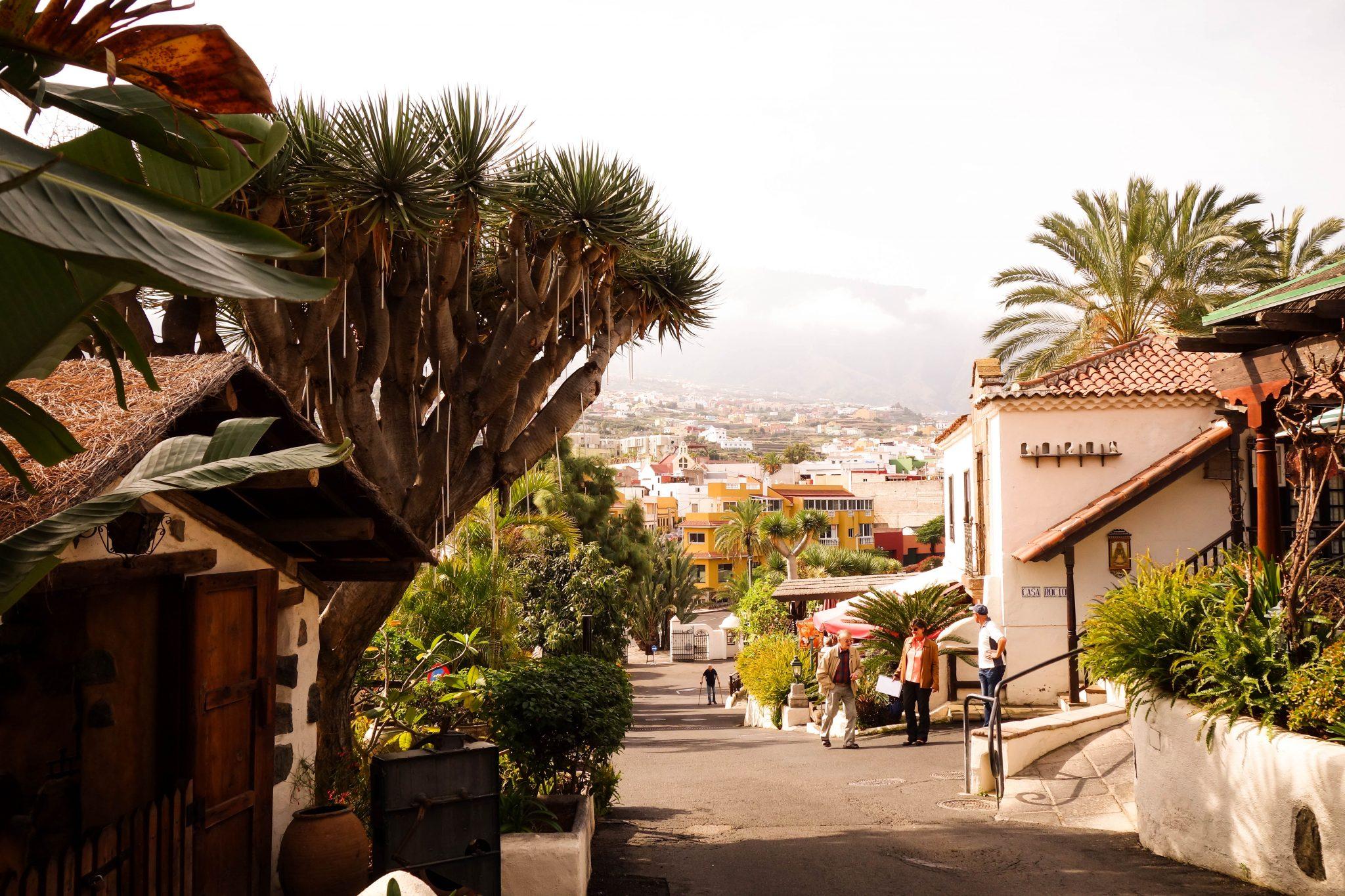 Teneriffa, Puerto de la Cruz, El Monasterio: Auf dem Gelände befinden sich ca. 4 Restaurants und ebenfalls ein kleiner Laden, in welchem man typische kanarische Produkte erwerben kann.