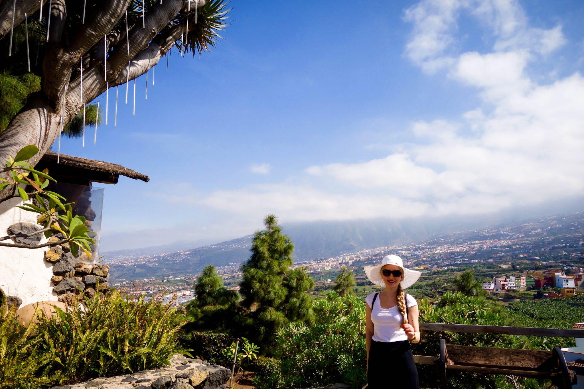 Teneriffa, Puerto de la Cruz, El Monasterio: die Aussicht von dort oben könnte ich stundenlang betrachten, einfach herrlich! Vom Terrassencafé hast du die Möglichkeit, direkt an der Scheibe zur Aussicht zu sitzen.