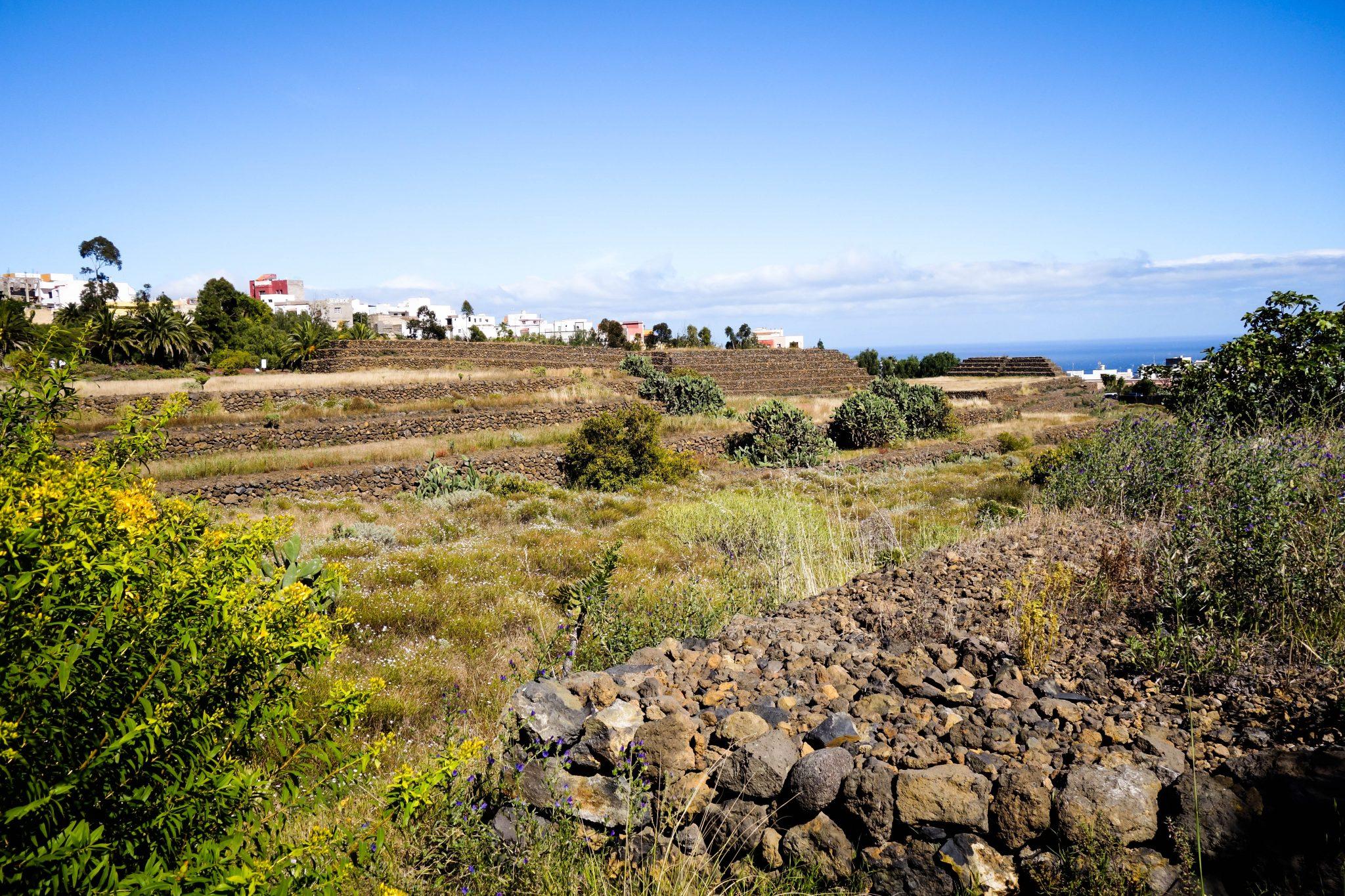 Teneriffa, Pyramiden von Guímar: Du kannst von den Pyramiden aus bis zum Meer herunterblicken.