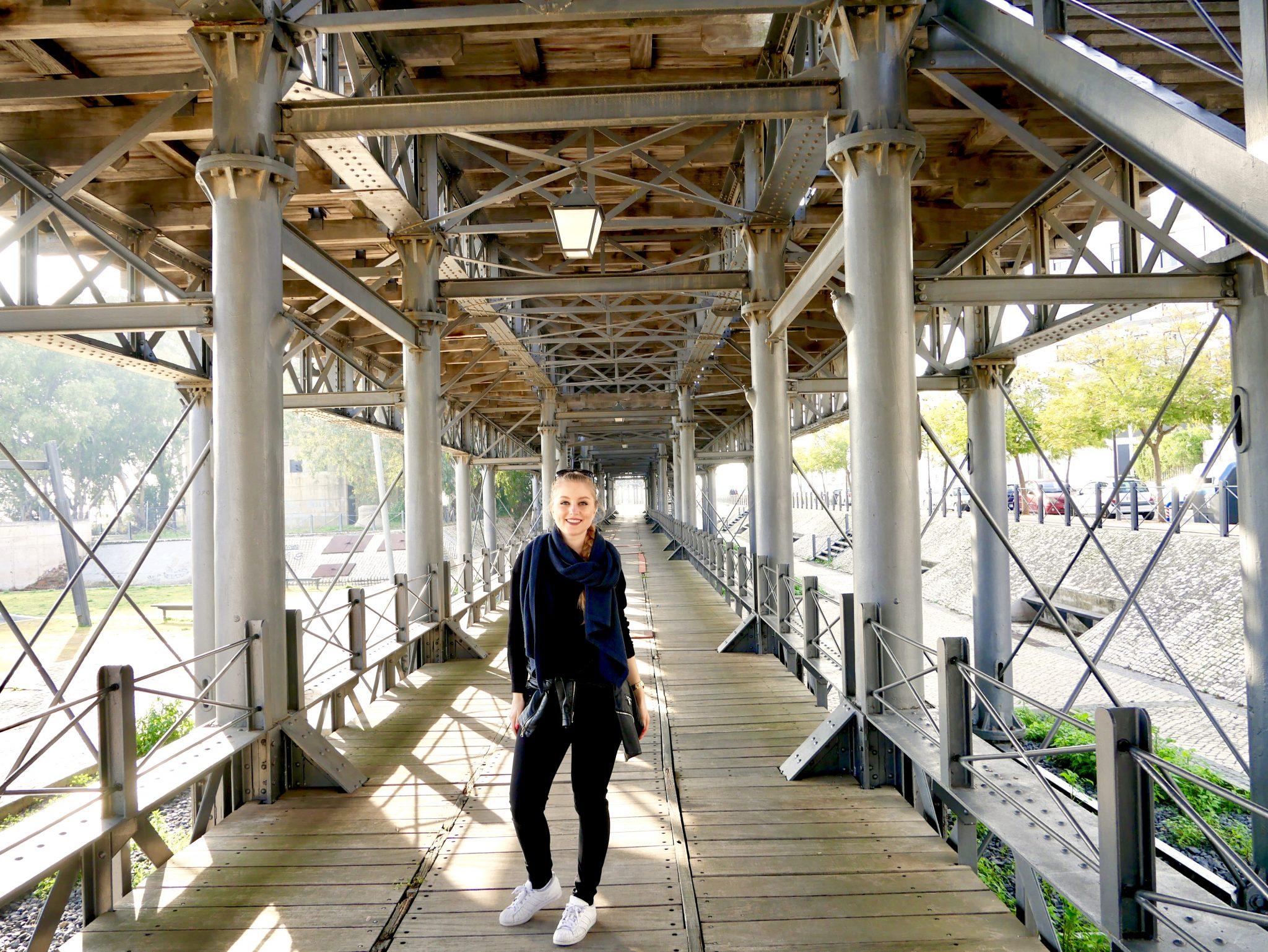 """Muelle de mineral de la compañía Riotinto in Huelva: Bereits """"an Land"""" gibt es eine Brücke, die mich sehr an einen Bahnhof erinnert hat. Falls ihr mir auf Instagram folgt, solltet ihr dieses Bild schon gesehen haben. :)"""