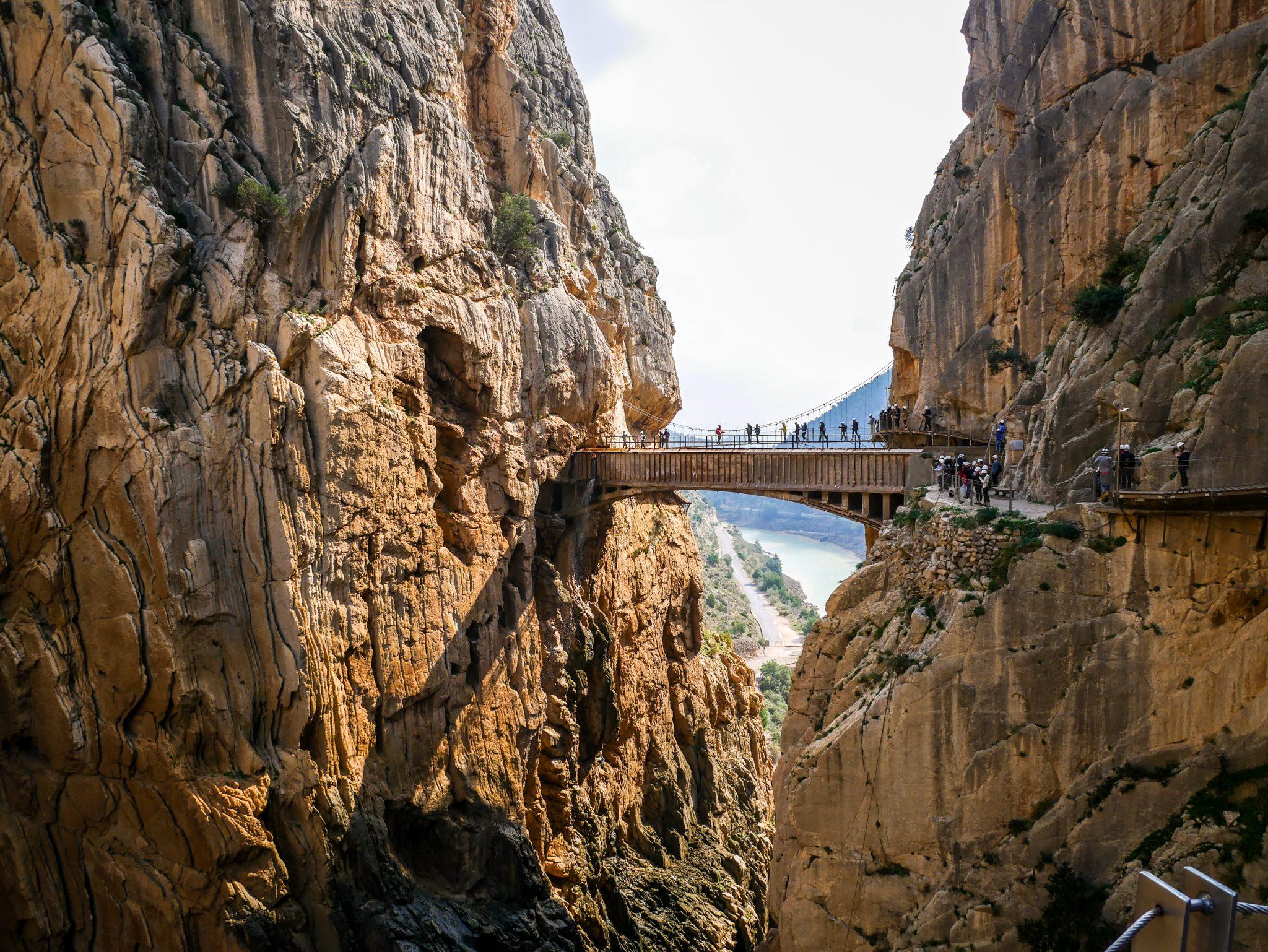 Caminito del Rey: Nichts für schwache Gemüter, ziemlich am Ende des Wegs muss man eine Hängebrücke überqueren