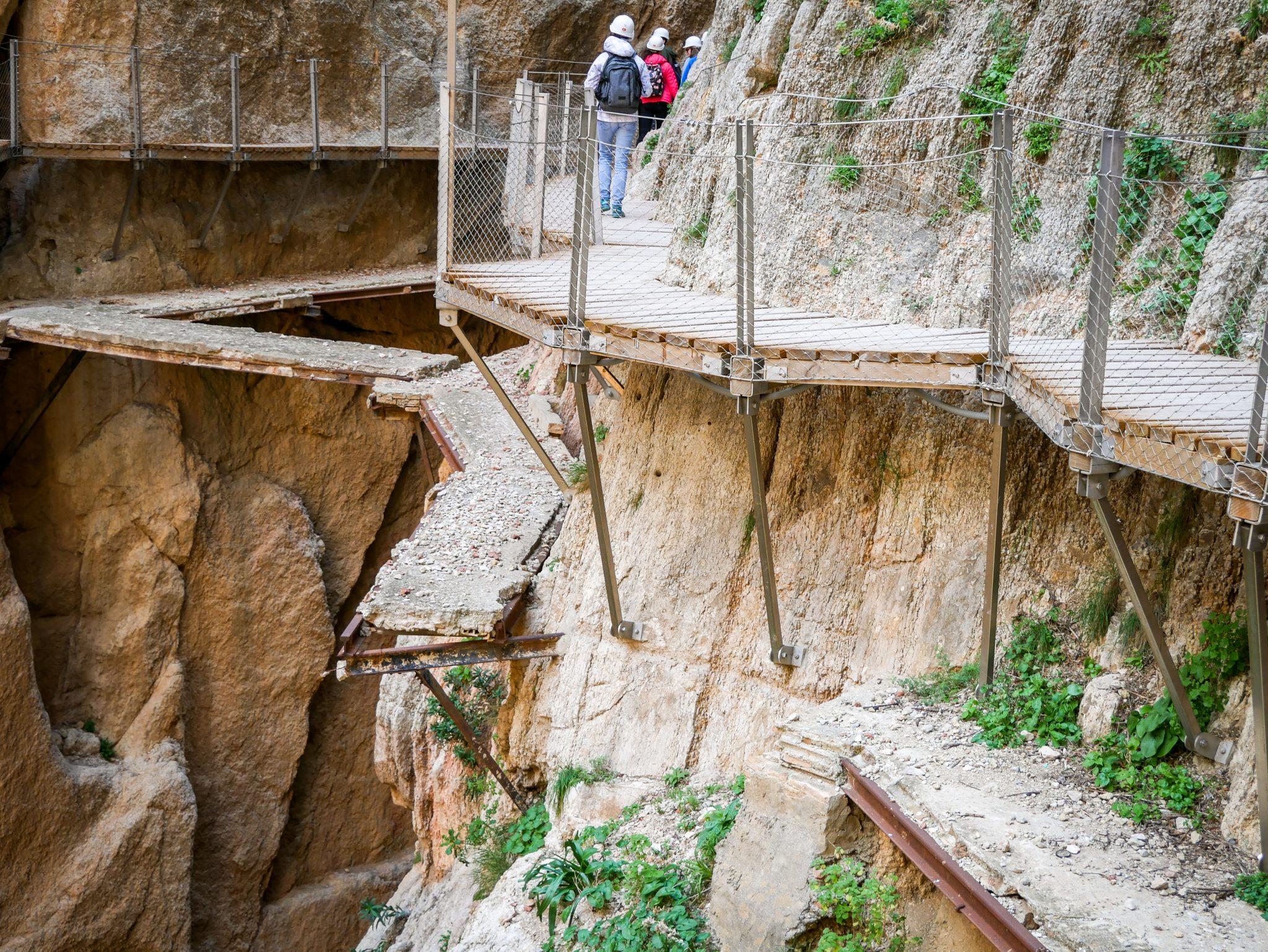 Caminito del Rey, Andalusien, Spanien: Die alten Wege kann man immer noch bestaunen, es ist Wahnsinn, dass nicht noch mehr Menschen dort gestorben sind, teilweise fehlen ganze Stücke!