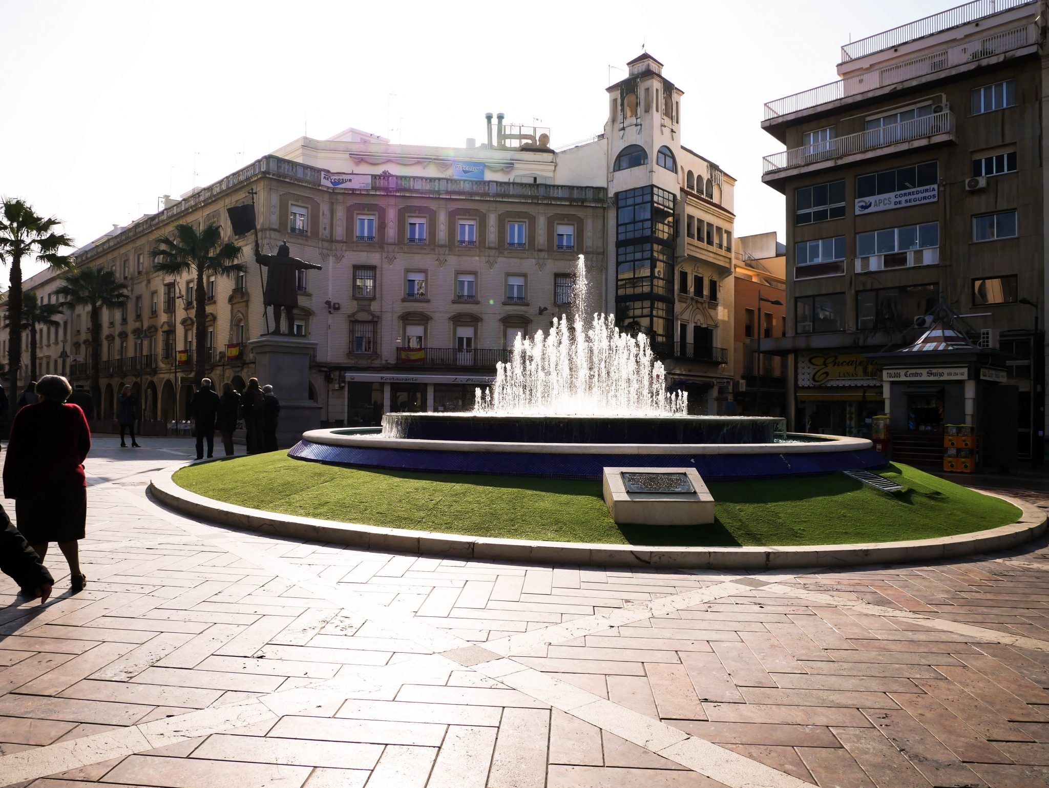 Huelva, Plaza de las Monjas: Die Kolumbus-Statue ist links vom Springbrunnen.