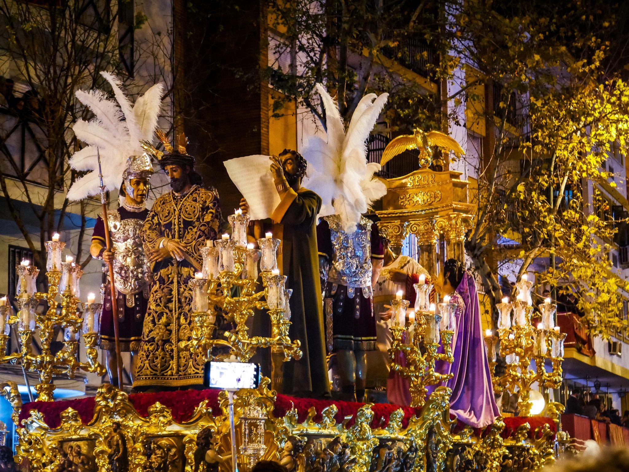 .... und hier noch einmal von vorne: Der Höhepunkt der Semana Santa in Sevilla: Madrugada, La Macarena