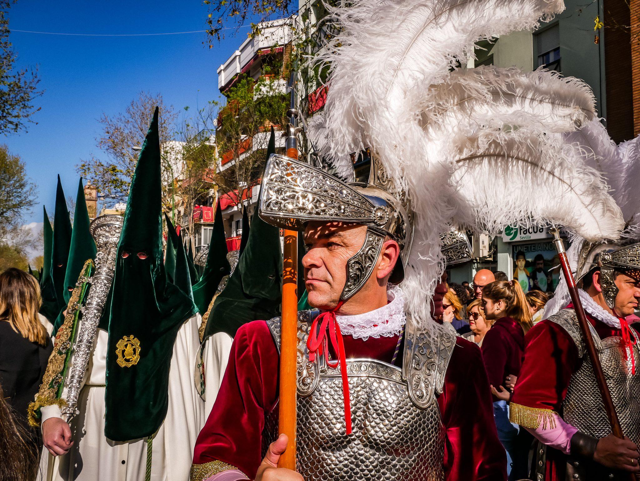 Der Höhepunkt der Semana Santa in Sevilla: Madrugada (Karfreitag), Prozessionszug: La Macarena, welcher 13 Stunden unterwegs ist.