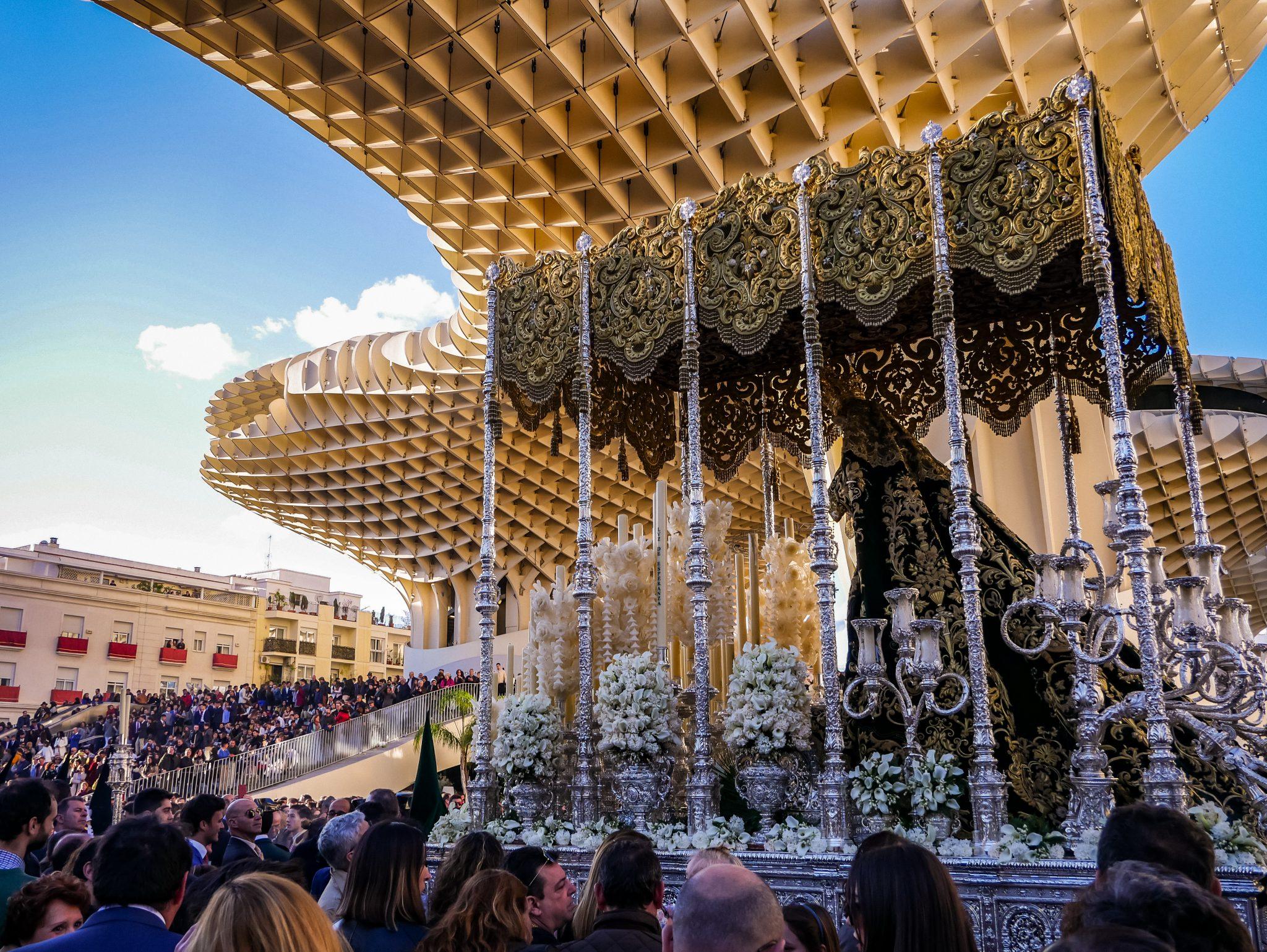 Die Semana Santa in Sevilla ist sehr beliebt.