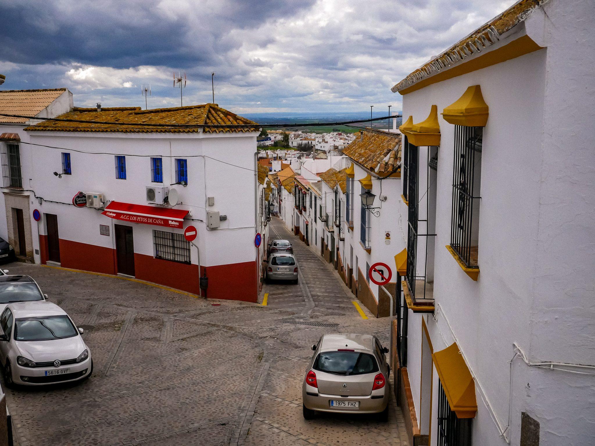 Eine typische Straße in Carmona.