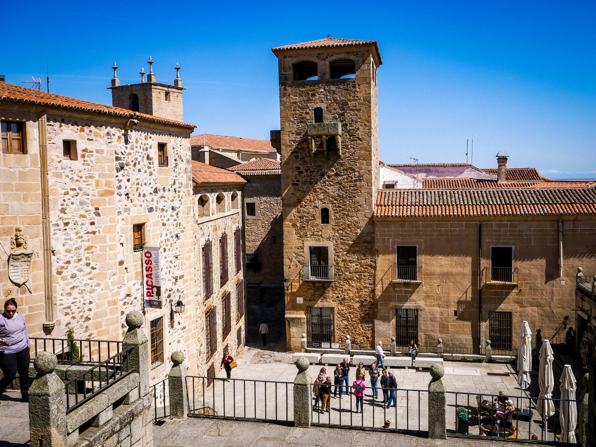 Historische Gebäude kannst du überall vorfinden, wie hier beispielsweise die Konkathedrale.