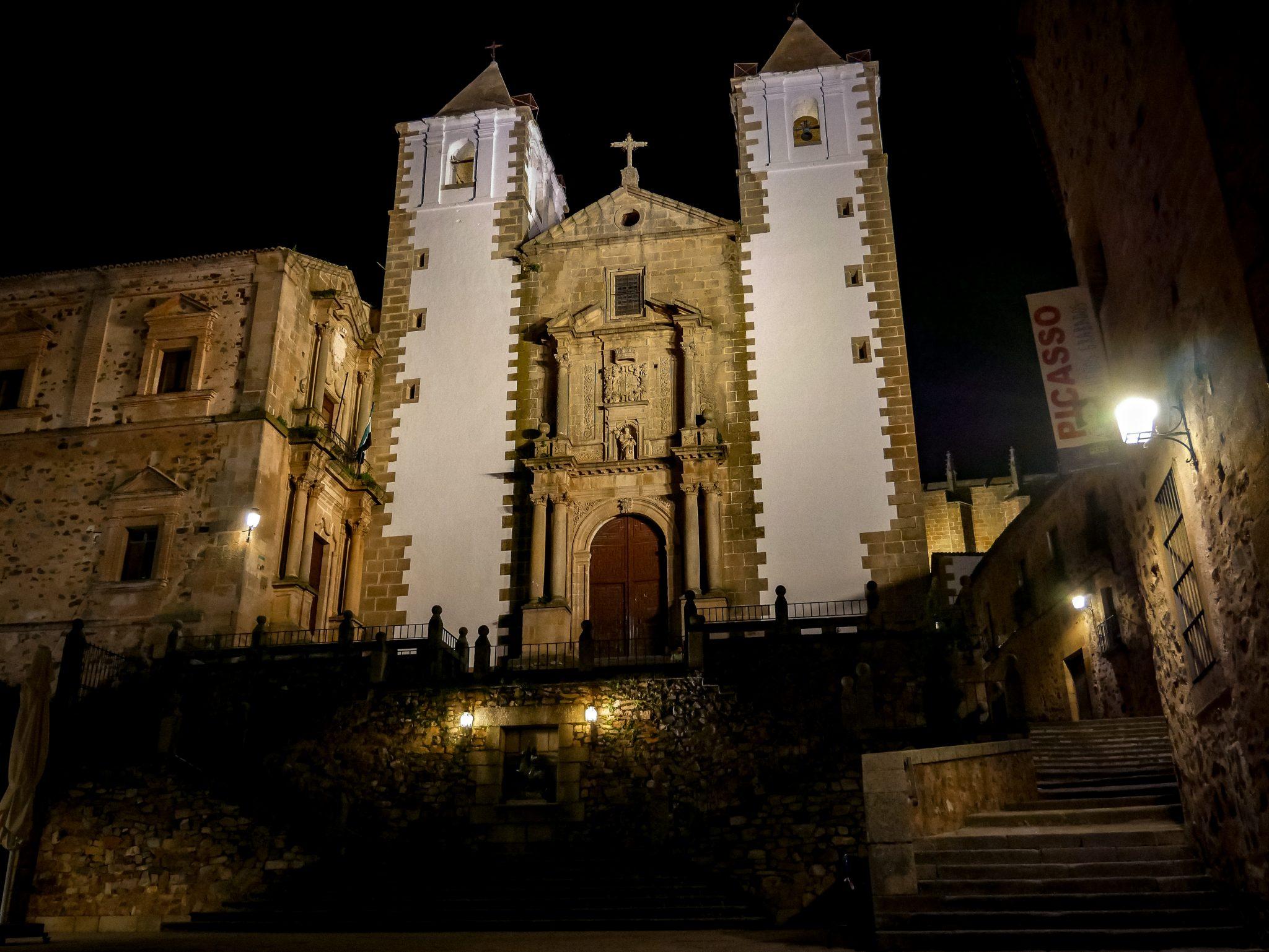Mein ganz persönliches Highlight! Die historische Altstadt von Cáceres bei Nacht!