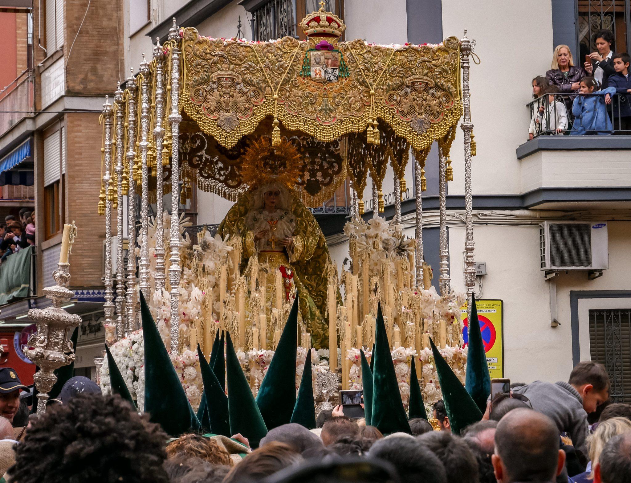 """Dies ist einer der """"Pasos"""" der Semana Santa in Sevilla"""