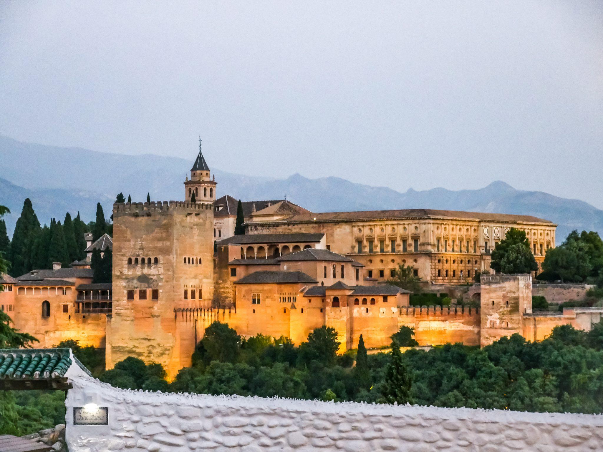 Im nächsten Post erfährst du, von welchem Aussichtspunkt aus ich dieses Bild von der Alhambra gemacht habe. Bis nächste Woche, 11 Uhr.