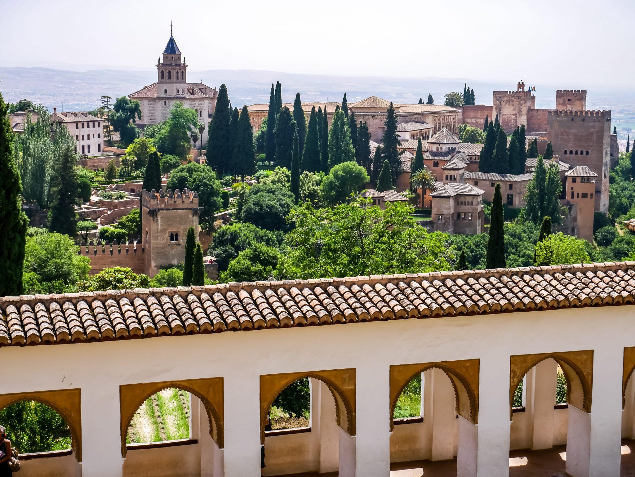 Vom Generalife hast du einen tollen Blick auf die Alhambra.