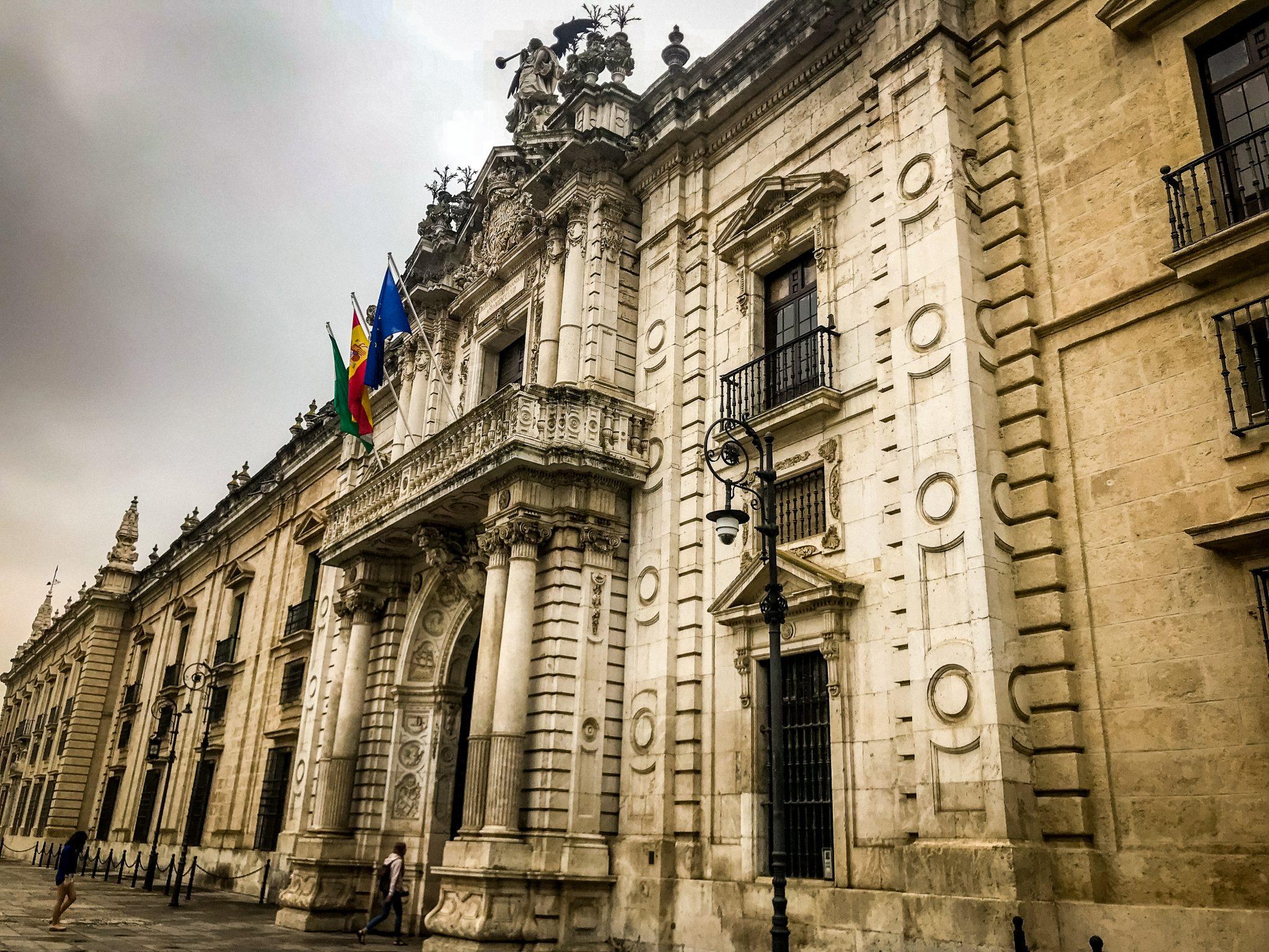 Es ist ein sehr historisches Gebäude und ebenfalls sehr verwirrend aufgebaut.