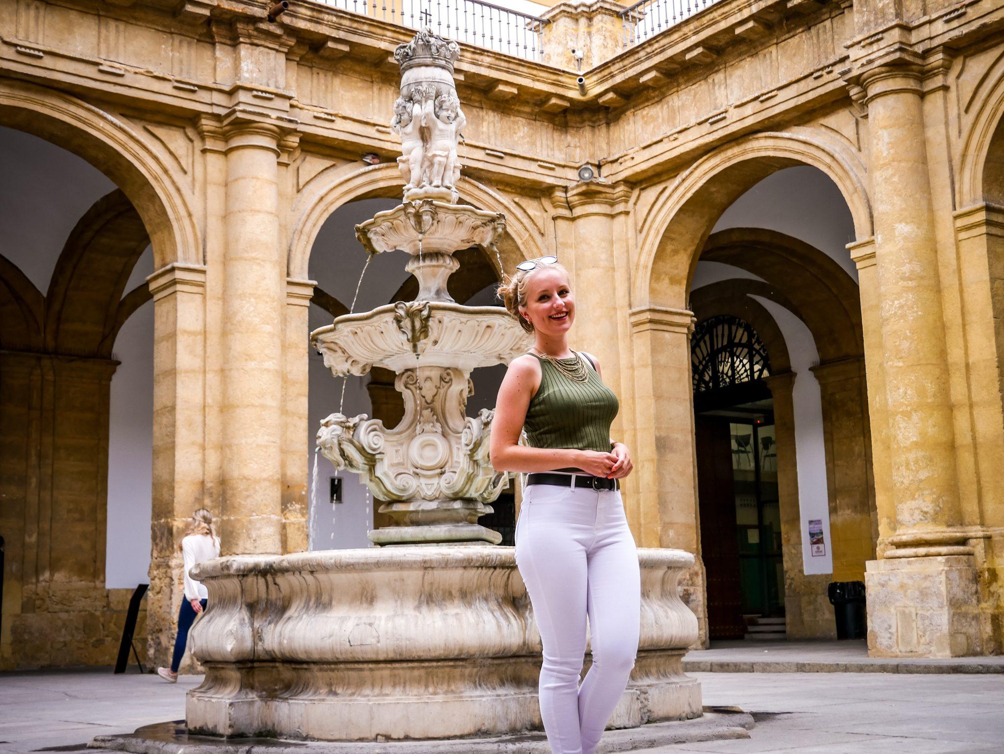 Die vielen Innenhöfe in Sevilla sind immer wieder überraschend und wunderschön!
