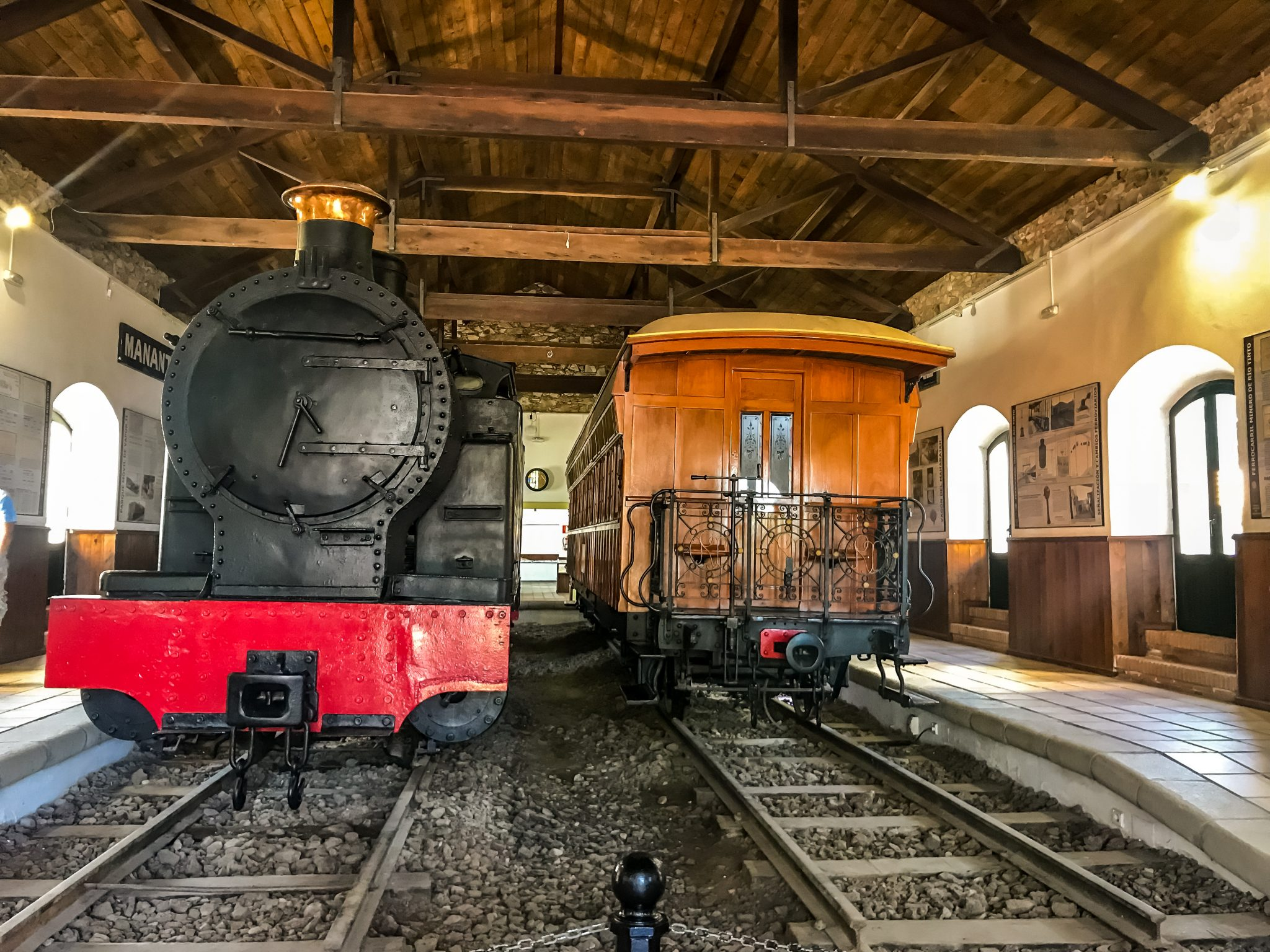 Im Museum kann man auch die antiken Züge bestaunen. Rechts befindet sich der Wagen des Maharadscha vom Jahre 1892, welcher als luxuriösester Schmalspurenwagen der Welt gilt.
