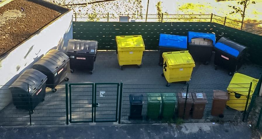 Währenddessen werden Mülltonnen in Deutschland abgeschlossen...