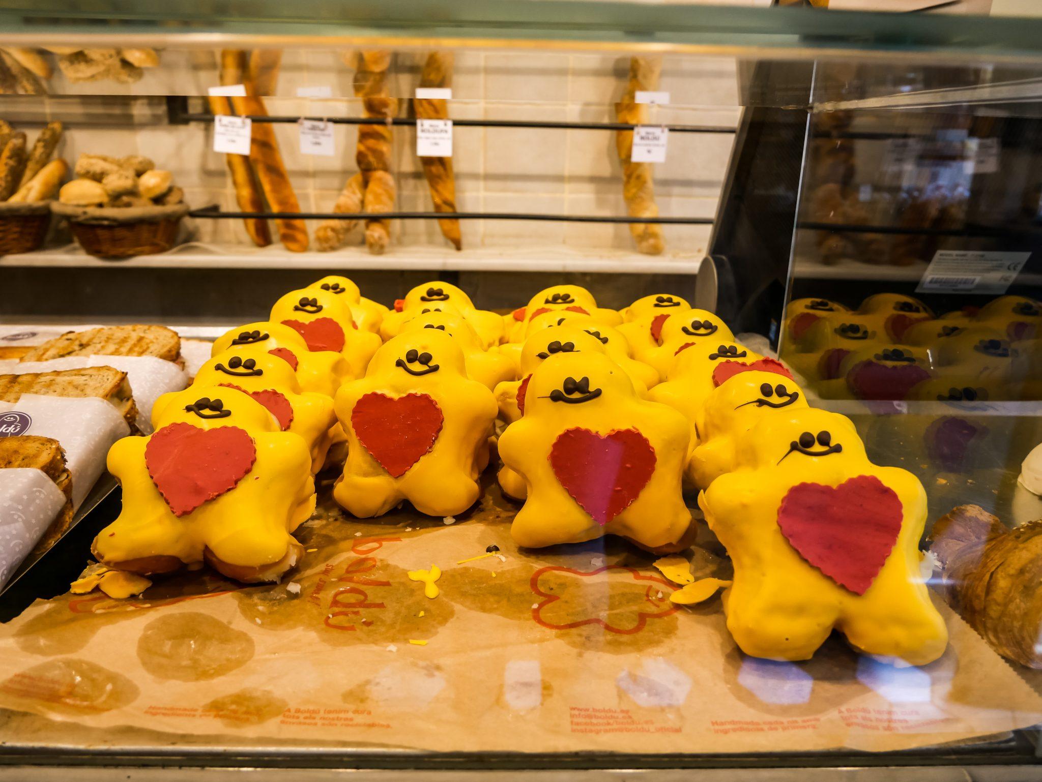 Selbst die Bäckereien haben sich auf den Día de Cataluña vorbereitet und verkaufen fleißig ihre Backwaren in der katalanischen Hauptstadt, Barcelona.