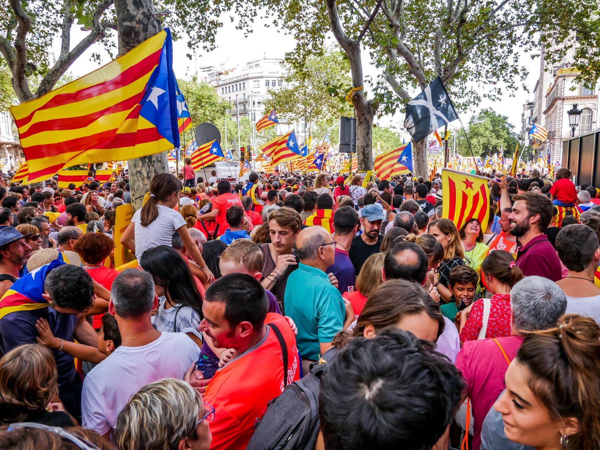 Sechs Kilometer lang erstreckte sich der Protestmarsch im Jahre 2018 am Dia de Cataluña durch die Straßen von Barcelona.