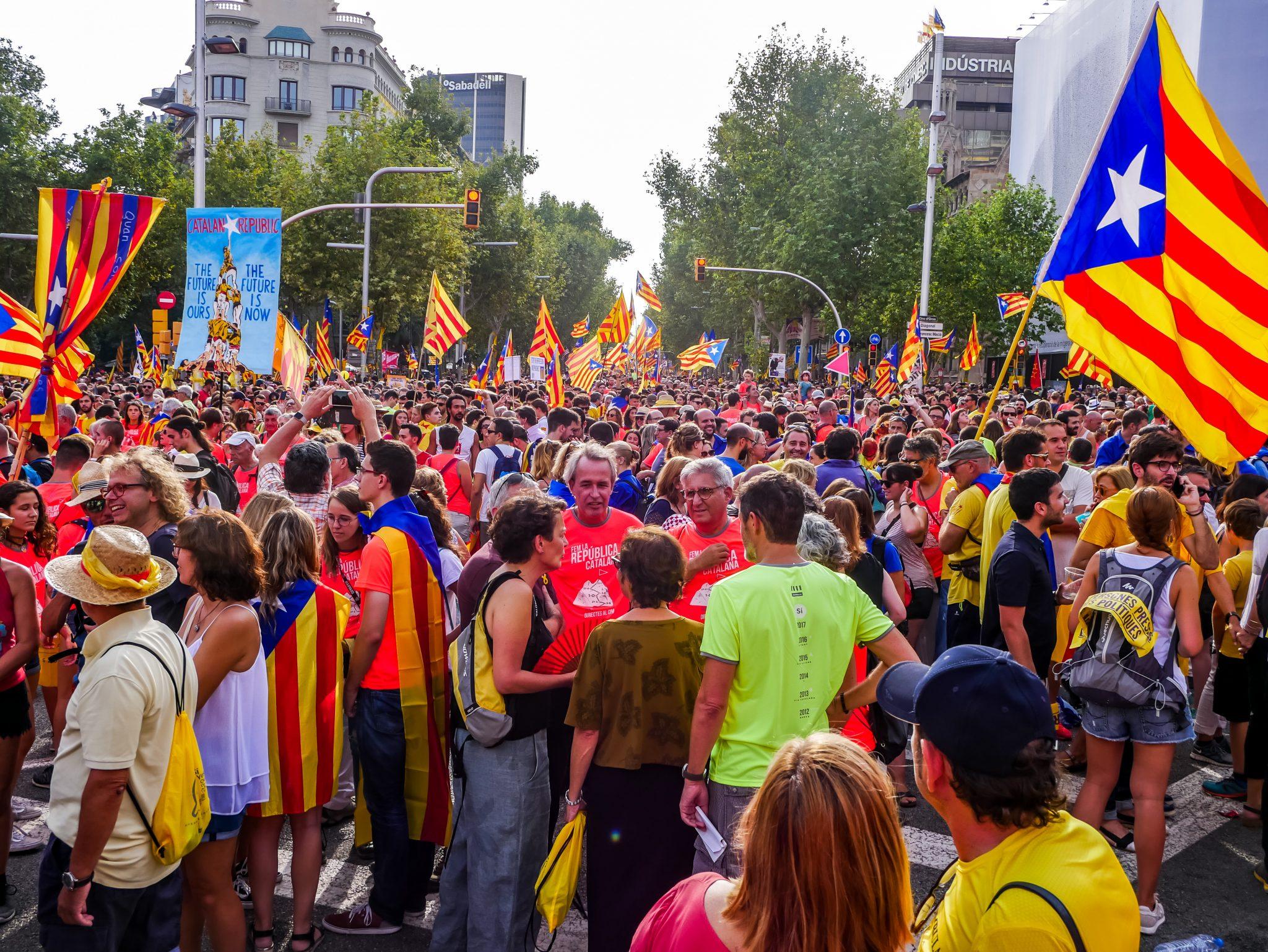 Die katalanischen Unabhängigkeitsbefürworter fordern die Freilassung der inhaftierten Politiker. Deshalb gehen sie am Día de Cataluña auf die Straßen.