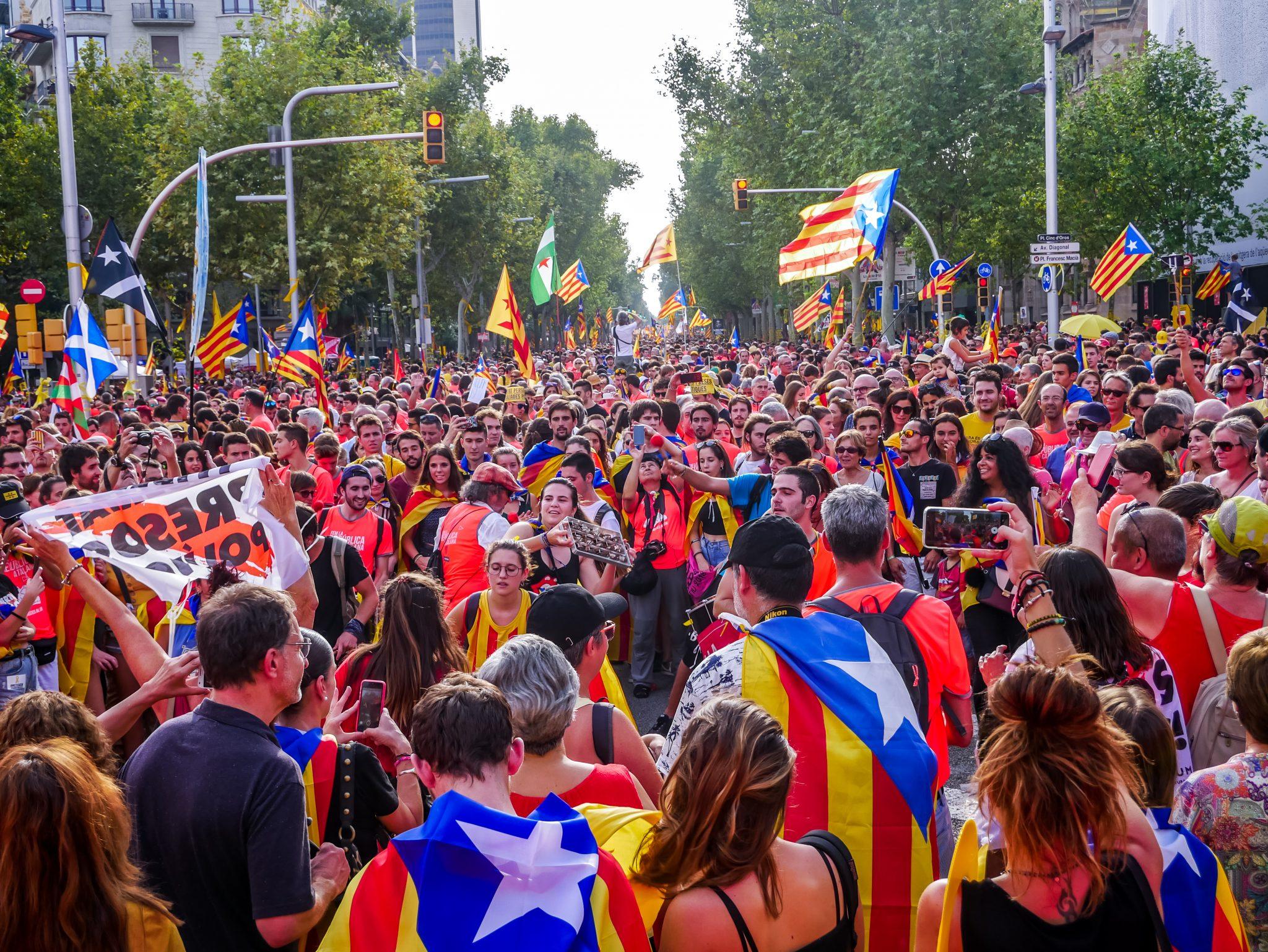 Egal wo man Nachmittags hingegangen ist, während des Feiertags von Katalonien waren tausende von Menschen in deiner Nähe.