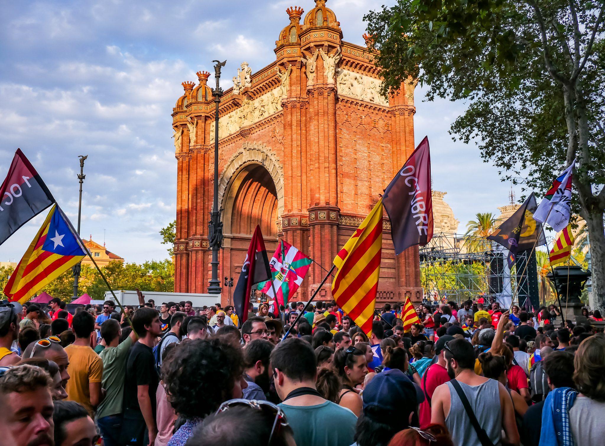 "Ein weiterer Protestmarsch am Arc de Triomf in Barcelona während des ""Diada Nacional de Cataluñya""."
